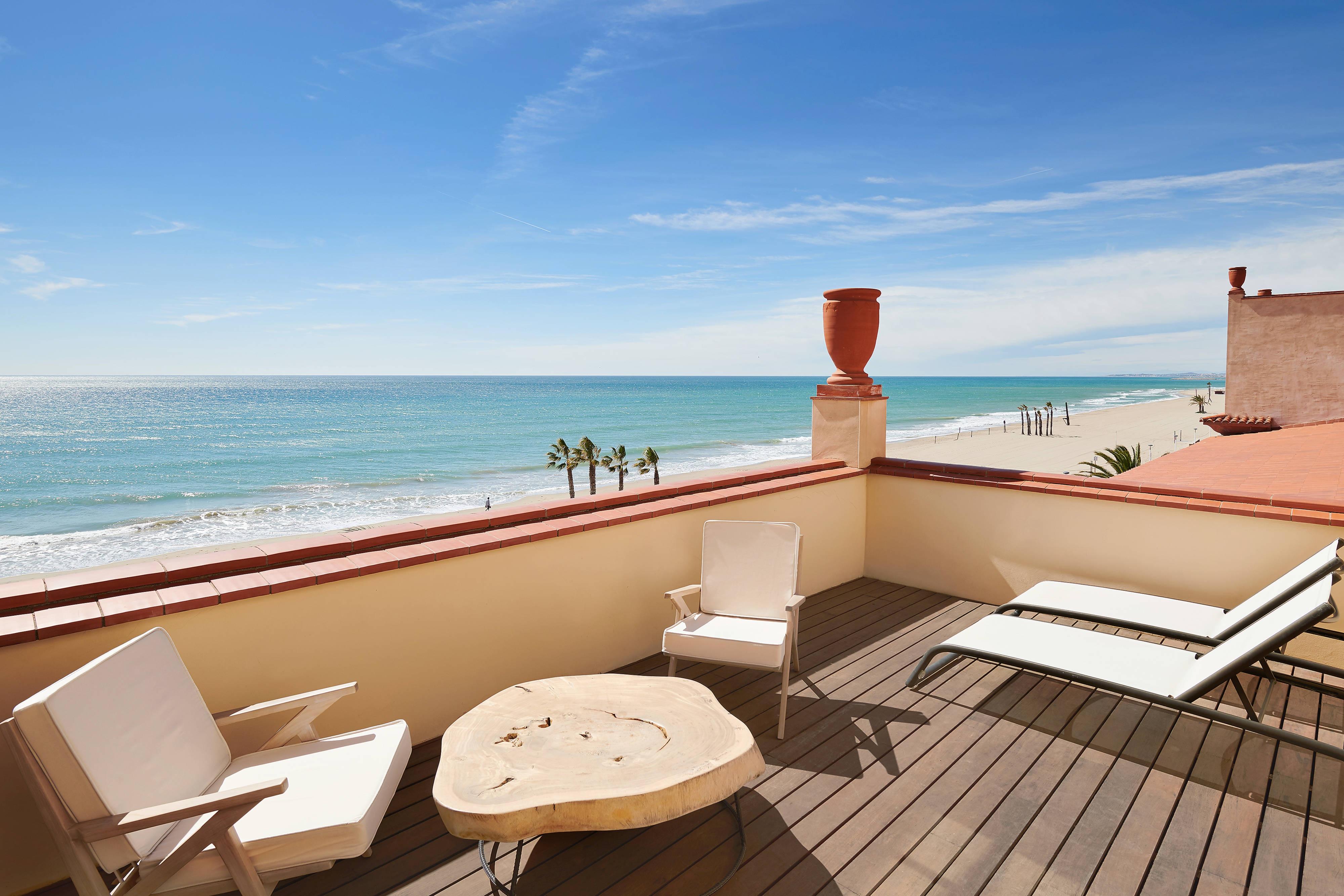Grand Deluxe Gästezimmer mit Kingsize Bett und Terrasse – Meerblick