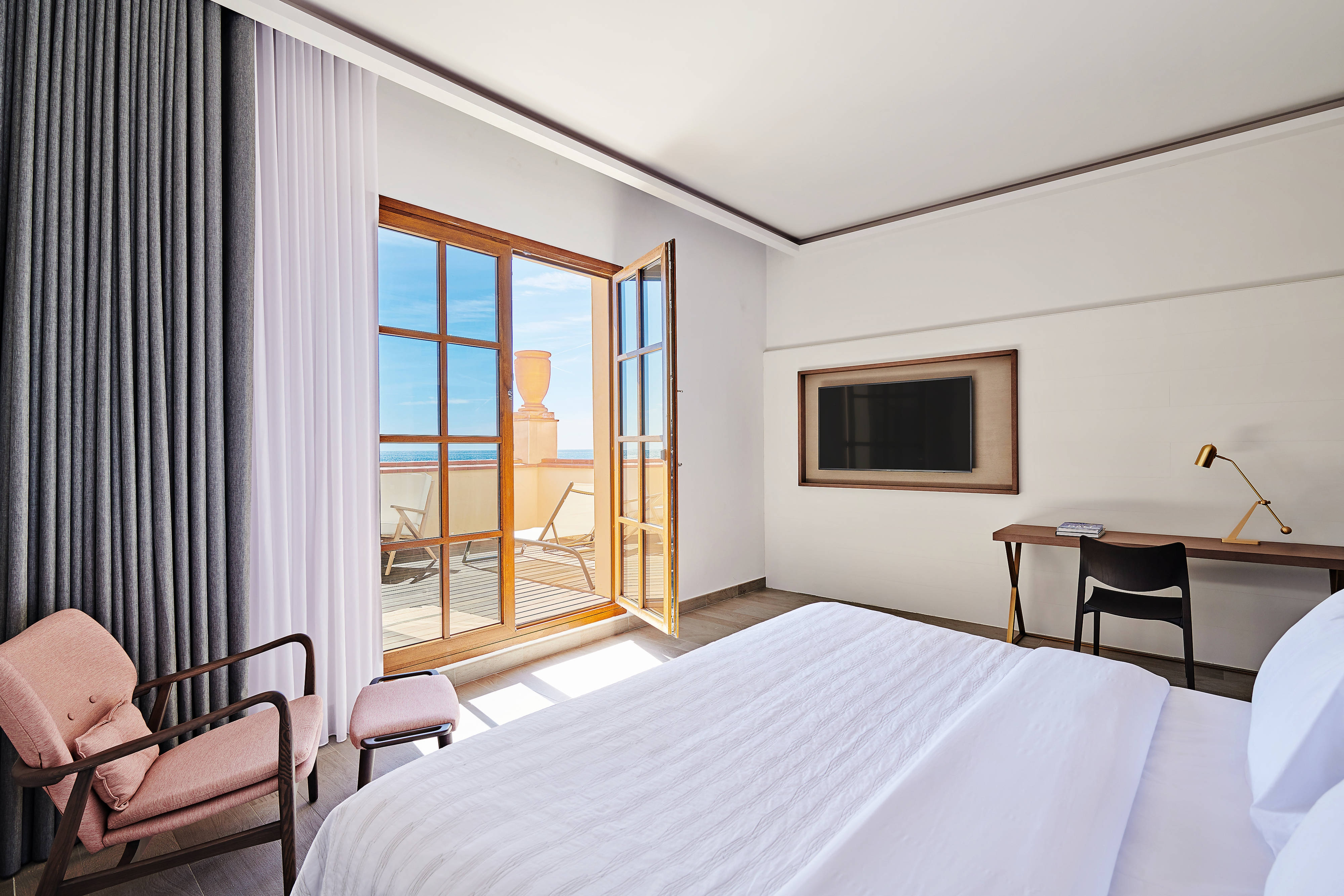 King Grand Deluxe Guest Room with Terrace