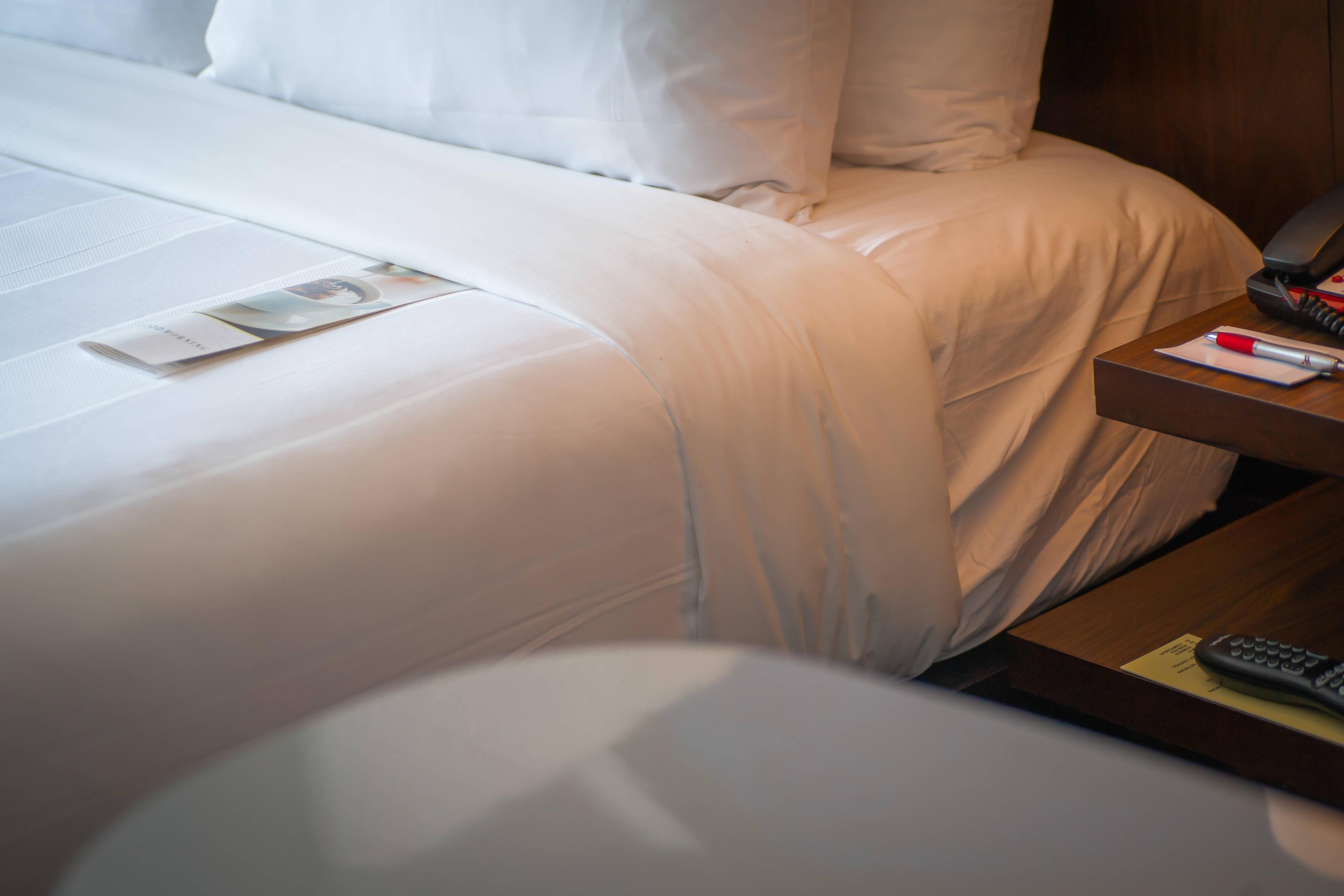 Bed at Glen Allen hotel