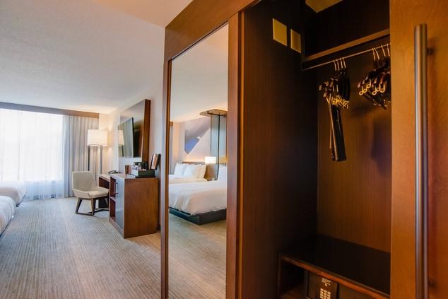 Glen Allen hotel room closet