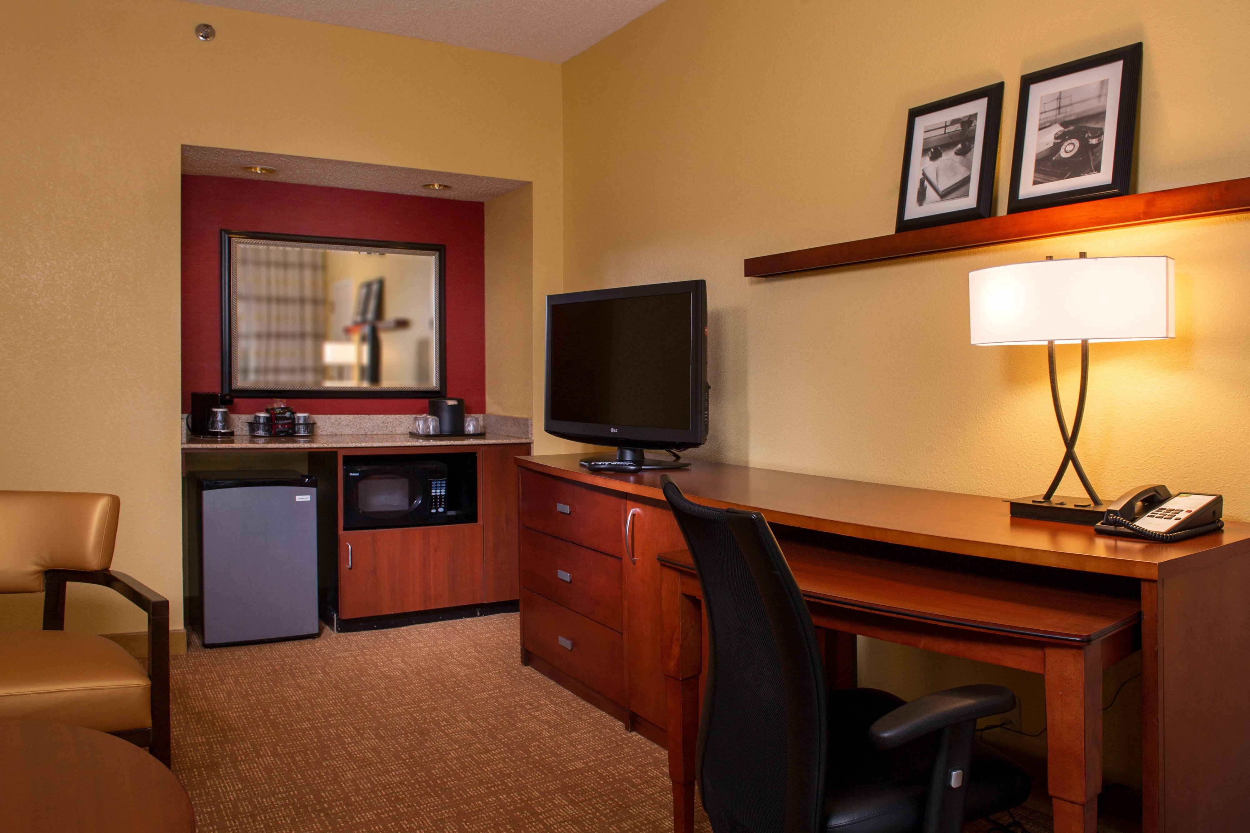 Sala de estar de la suite con dos camas dobles