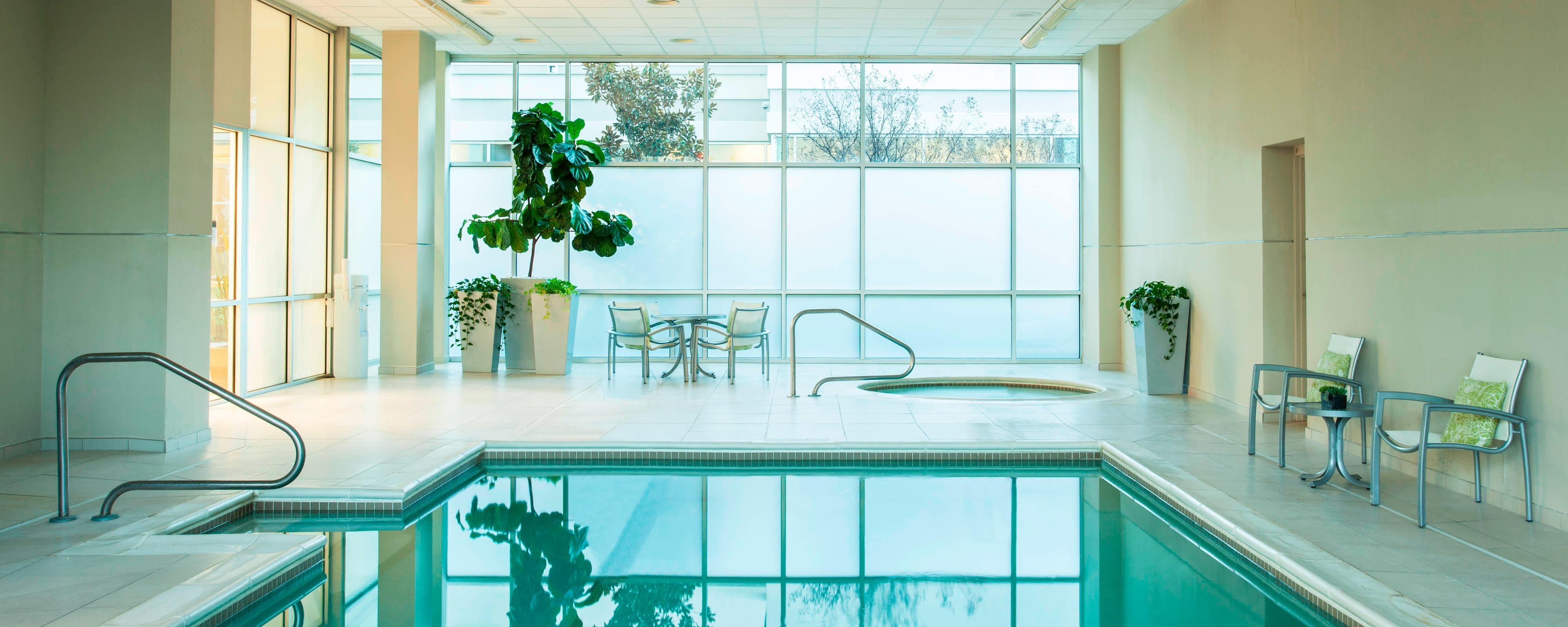 Piscina e banheira de hidromassagem aquecida