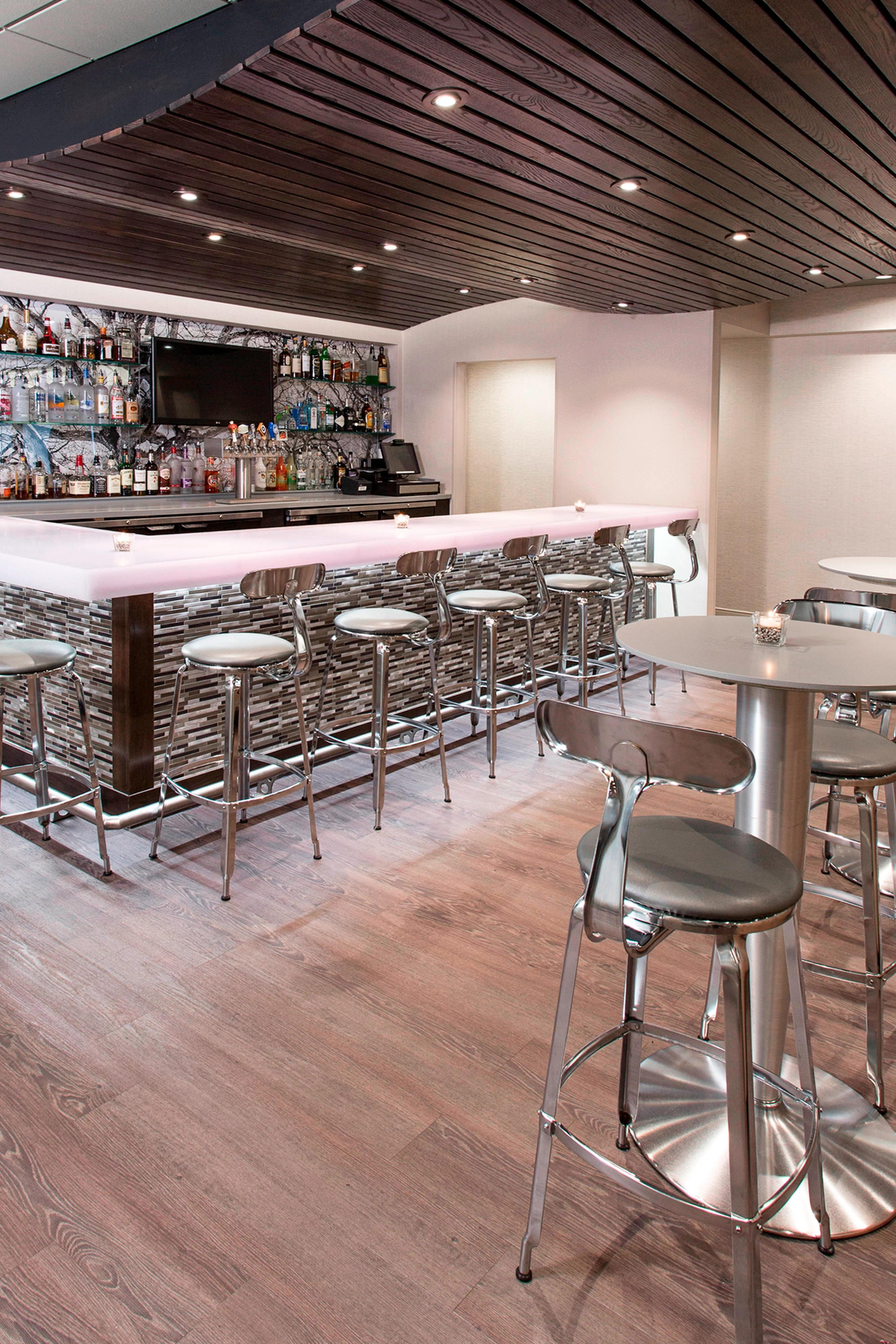 Bar at Images Restaurant and Lounge