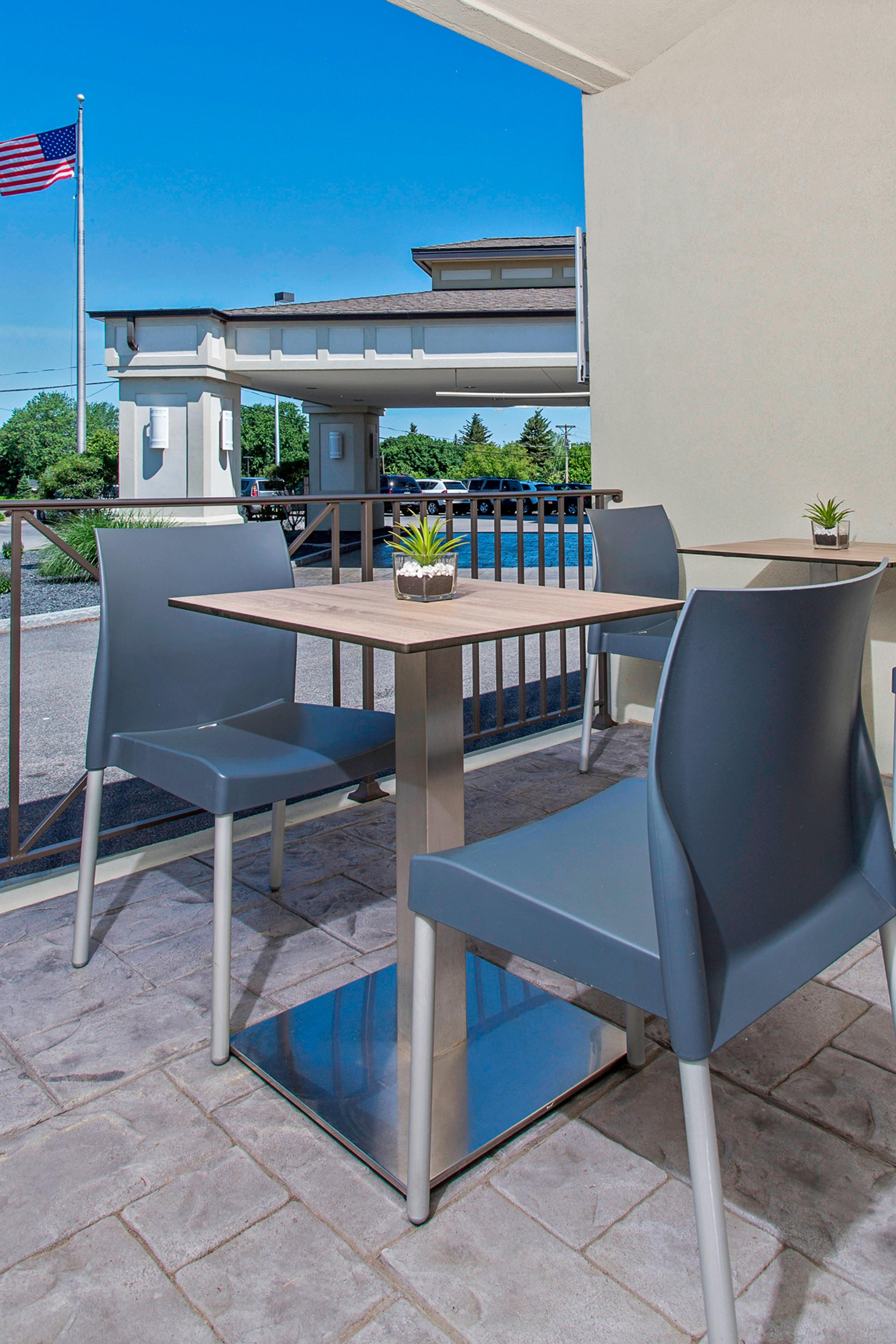 Outdoor Seating at Images Restaurant
