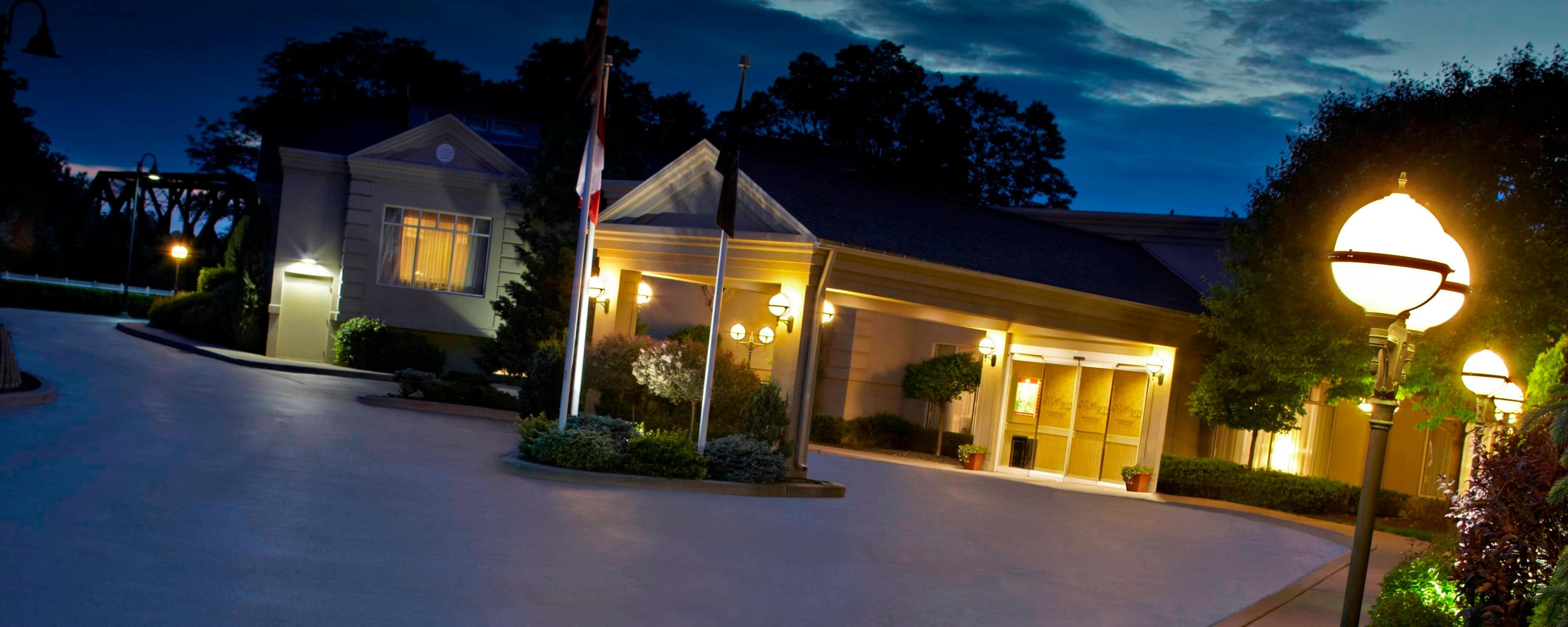 Hotels In Pittsford Ny The Del Monte Lodge Renaissance
