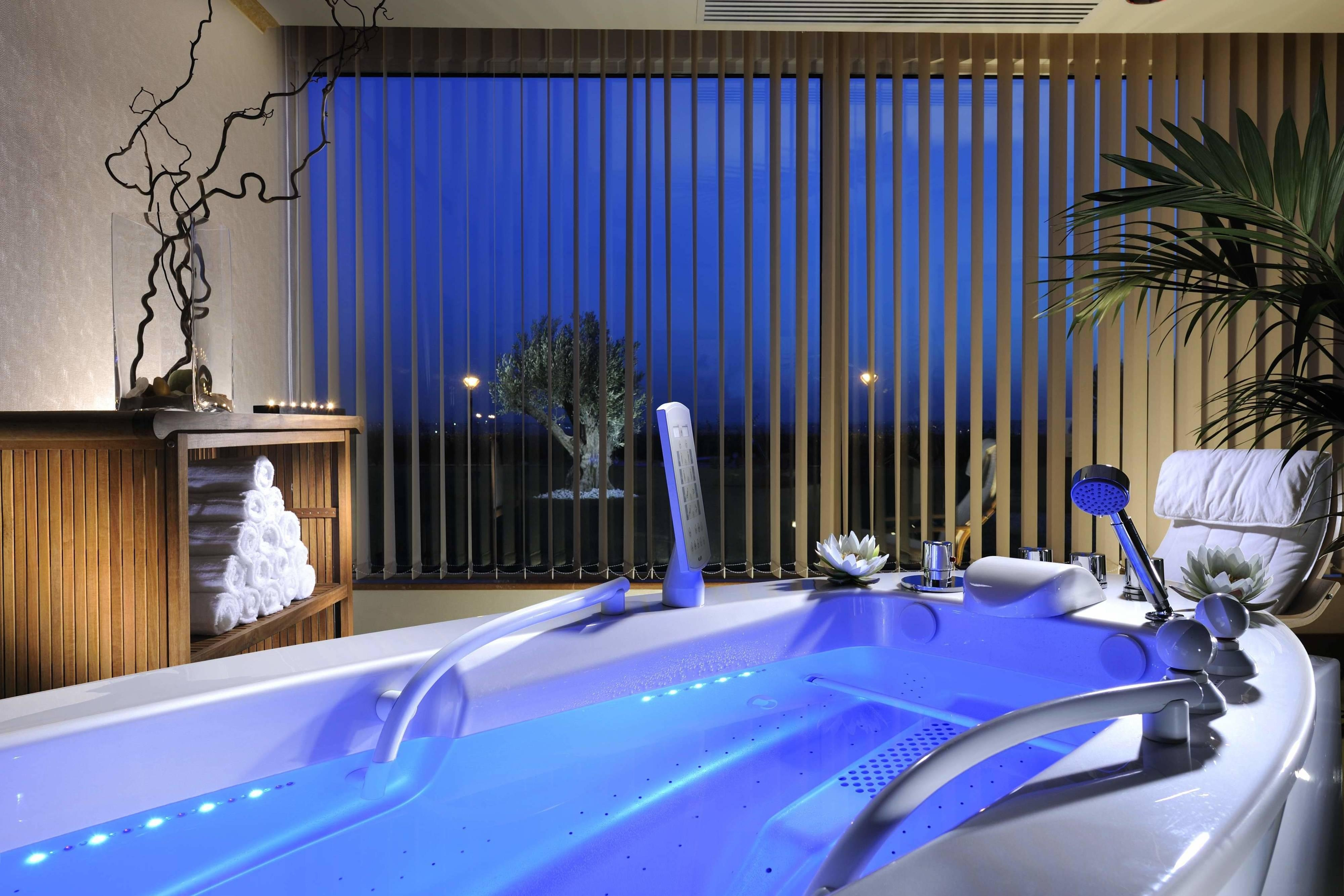Chromotherapy bathtubs at Our Spa in Rome