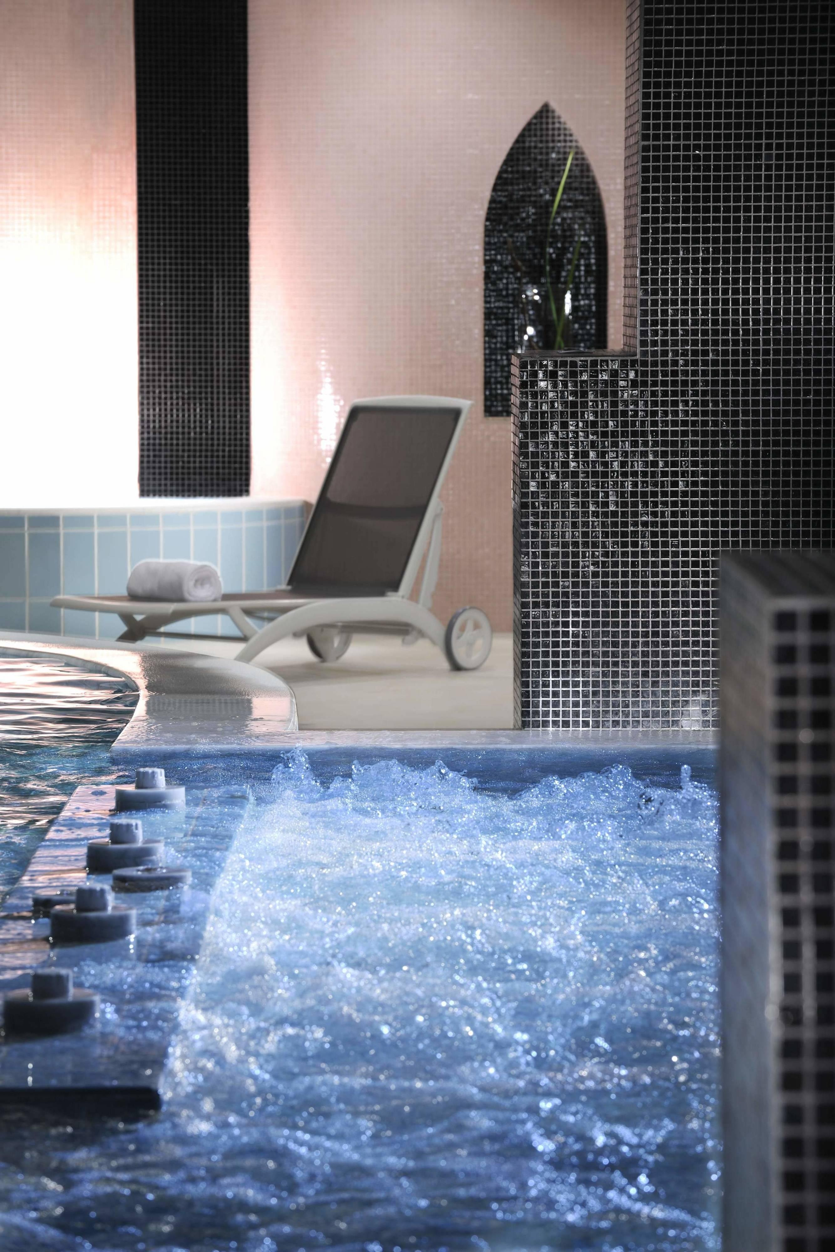 Rome hotel spa indoor whirpool