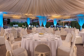 get a taste that the Sheraton Parco de Medici offer, enjoy a fantastic event for any private business lunch or special dinner in our amazing marquee