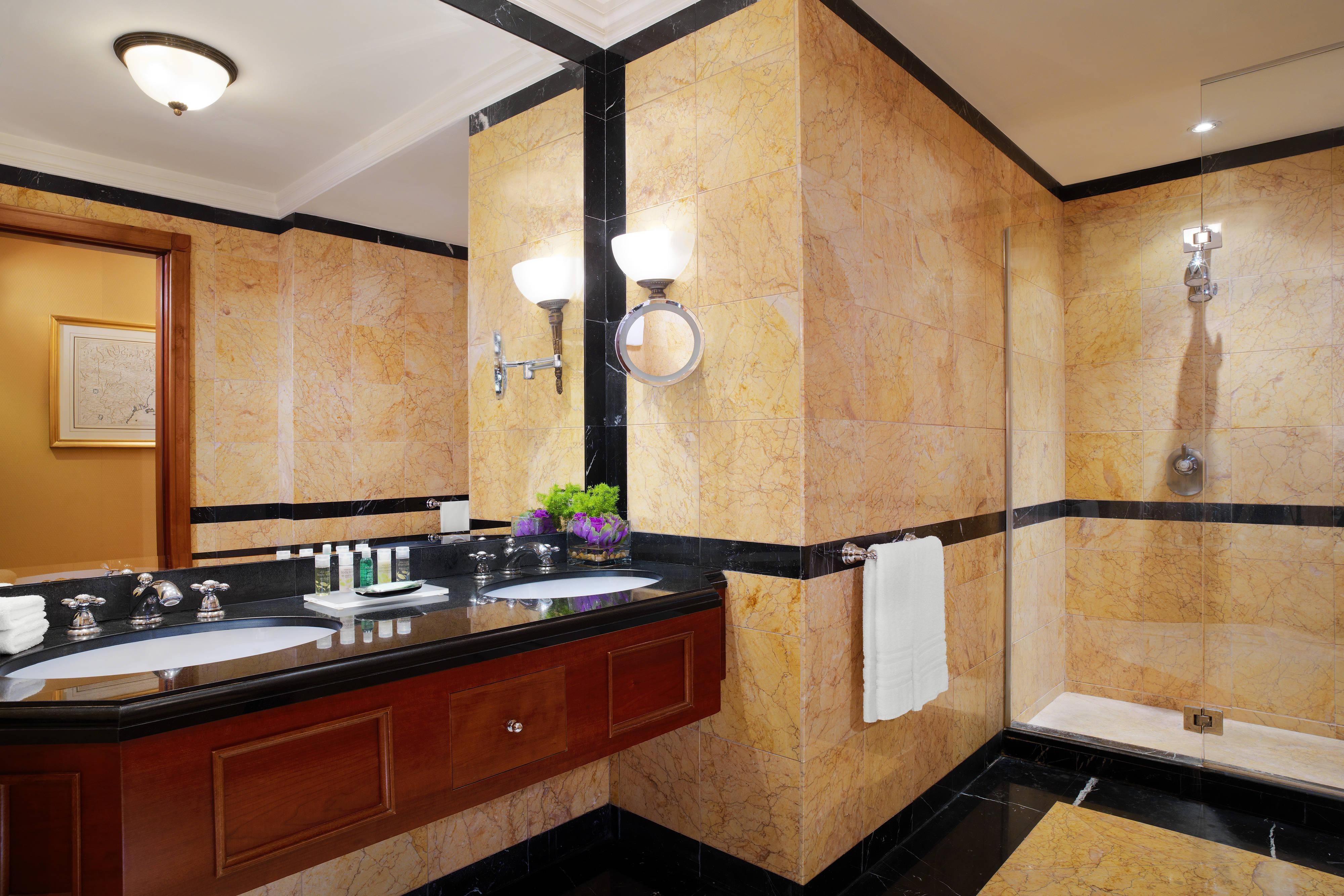 Grand Luxe Bathroom