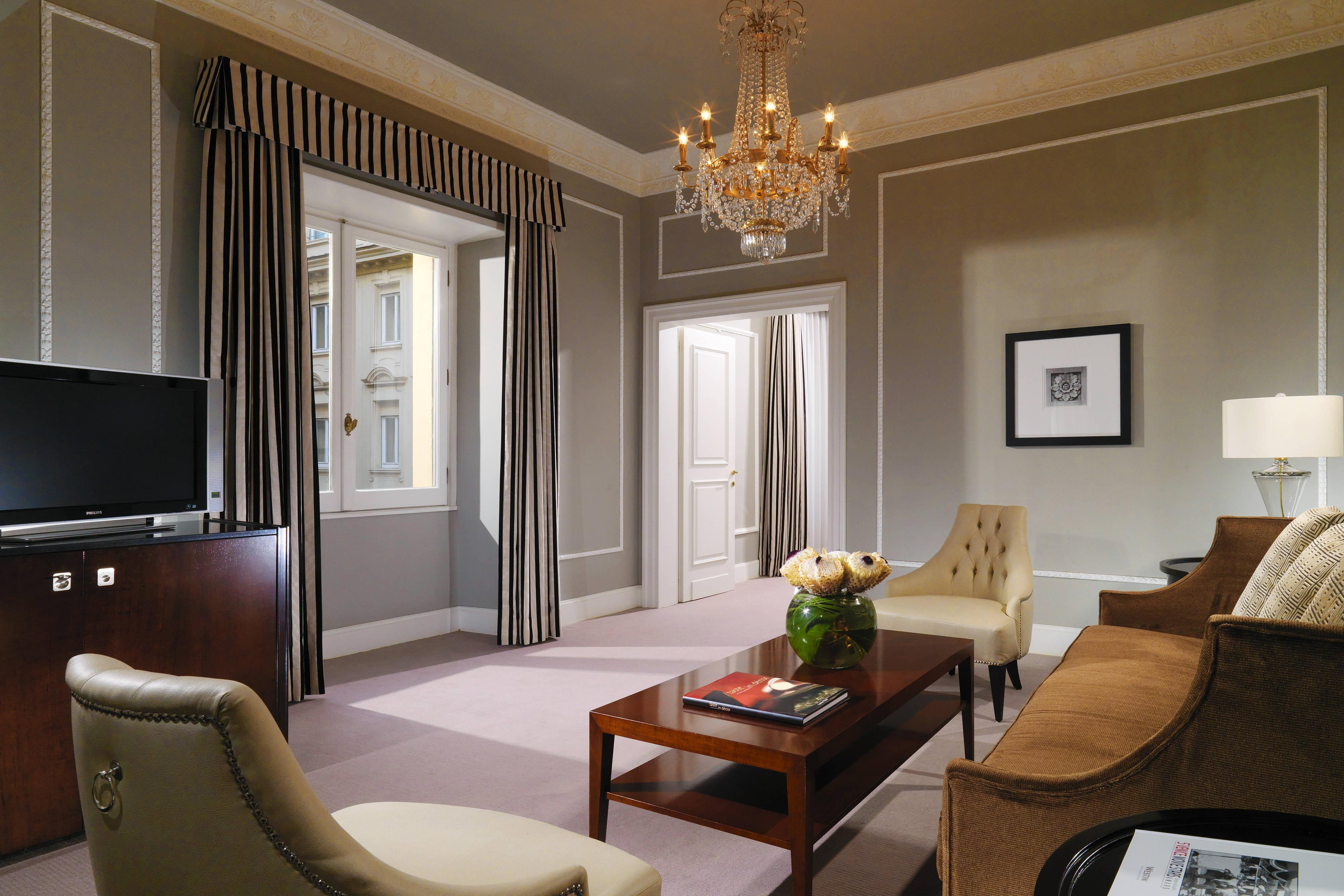 Grand Luxe Suite - Living Room