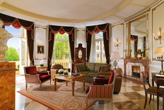 Via Veneto Suite - Living Room