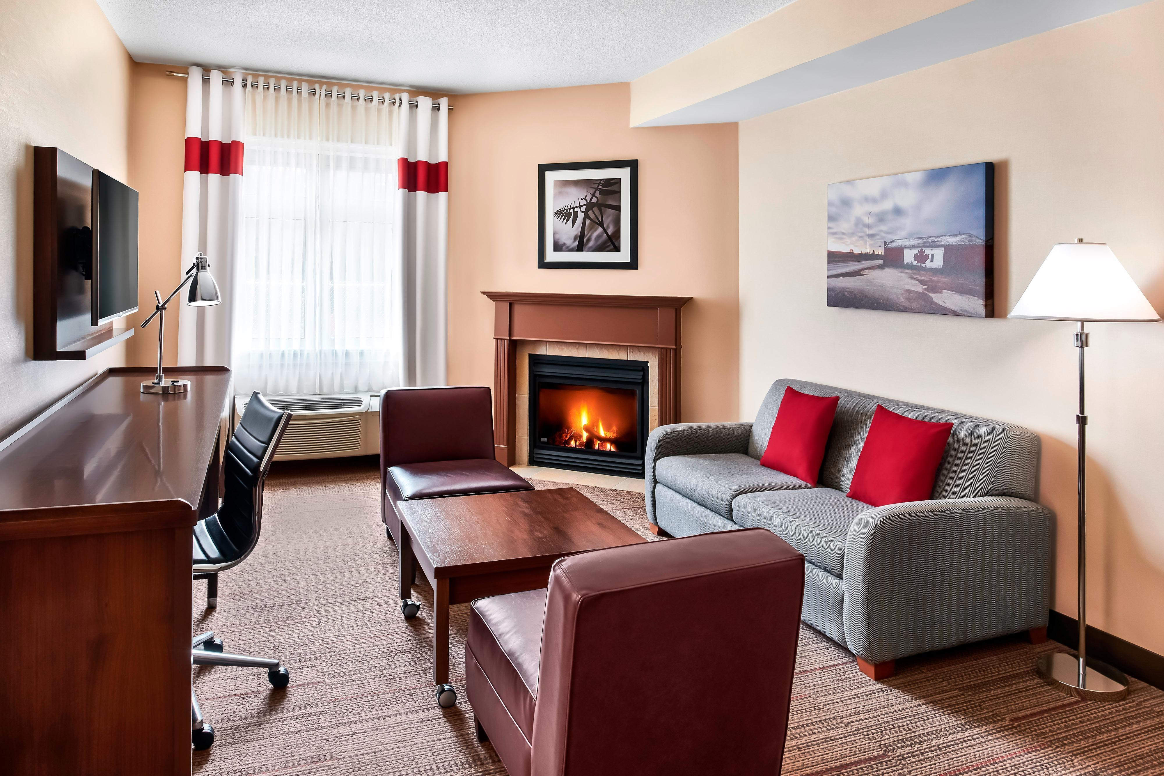 Suite mit einem Schlafzimmer ‑ Wohnbereich mit offenem Kamin