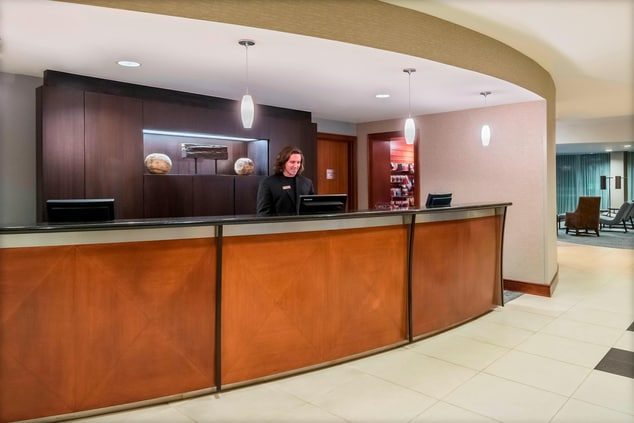 Fort Myers FL Hotel Front Desk
