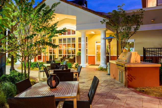 fort myers hotel outdoor dining