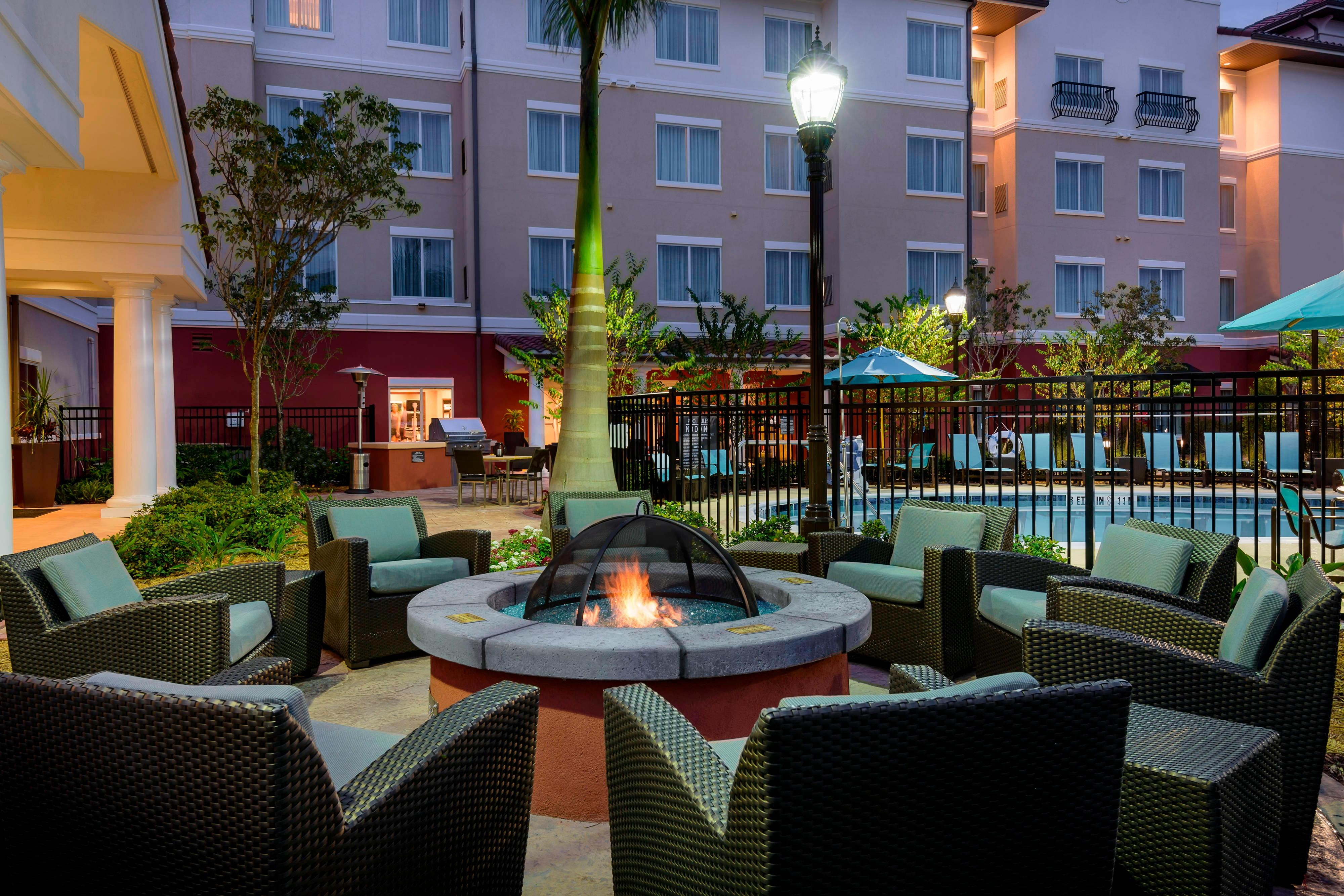 fort myers hotel fire pit