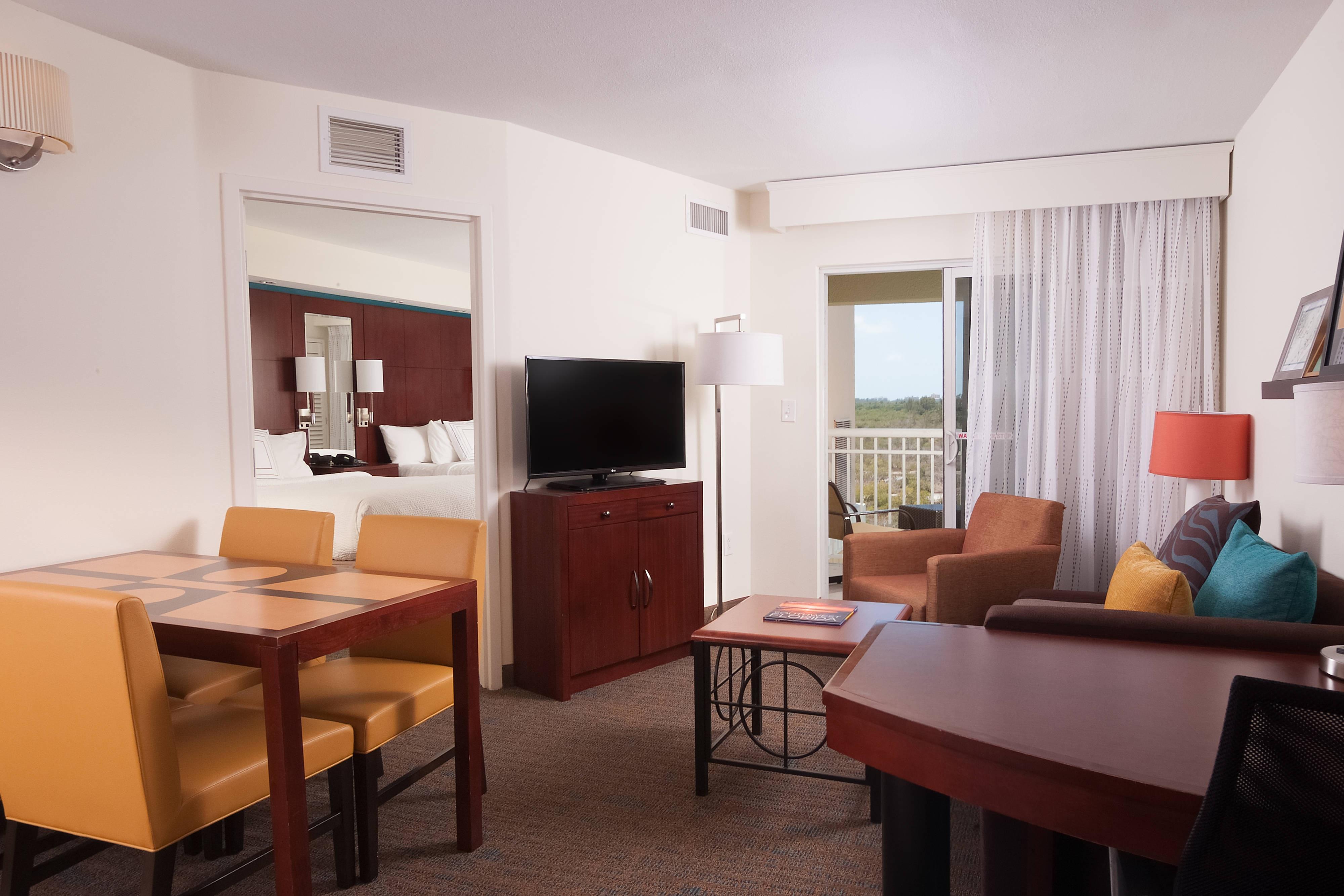 Suite à une chambre avec deux lits queen size, vue du balcon
