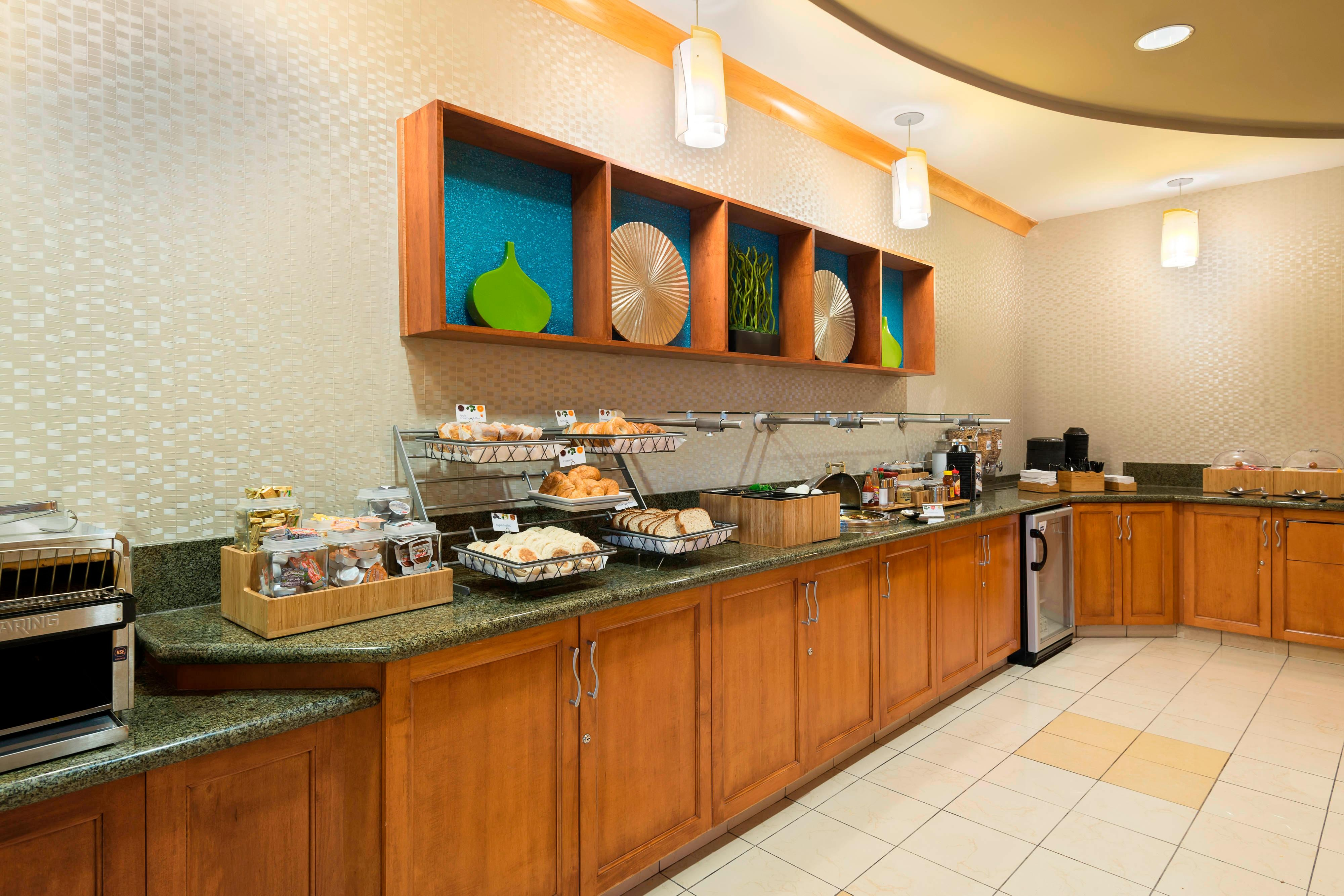 fort myers free hotel breakfast