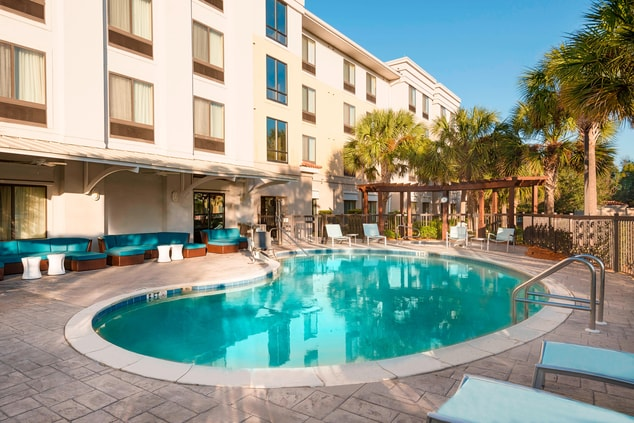 hotel pool in fort myers