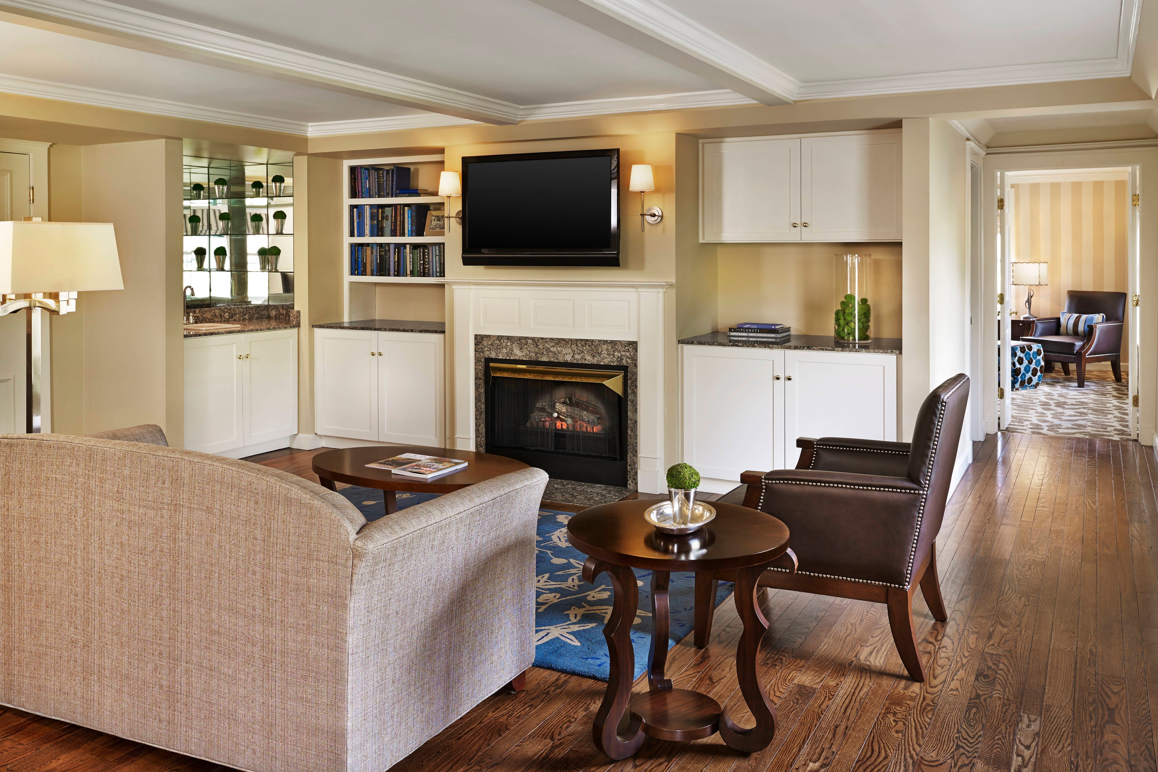 Orvis Inn Suite – Salon