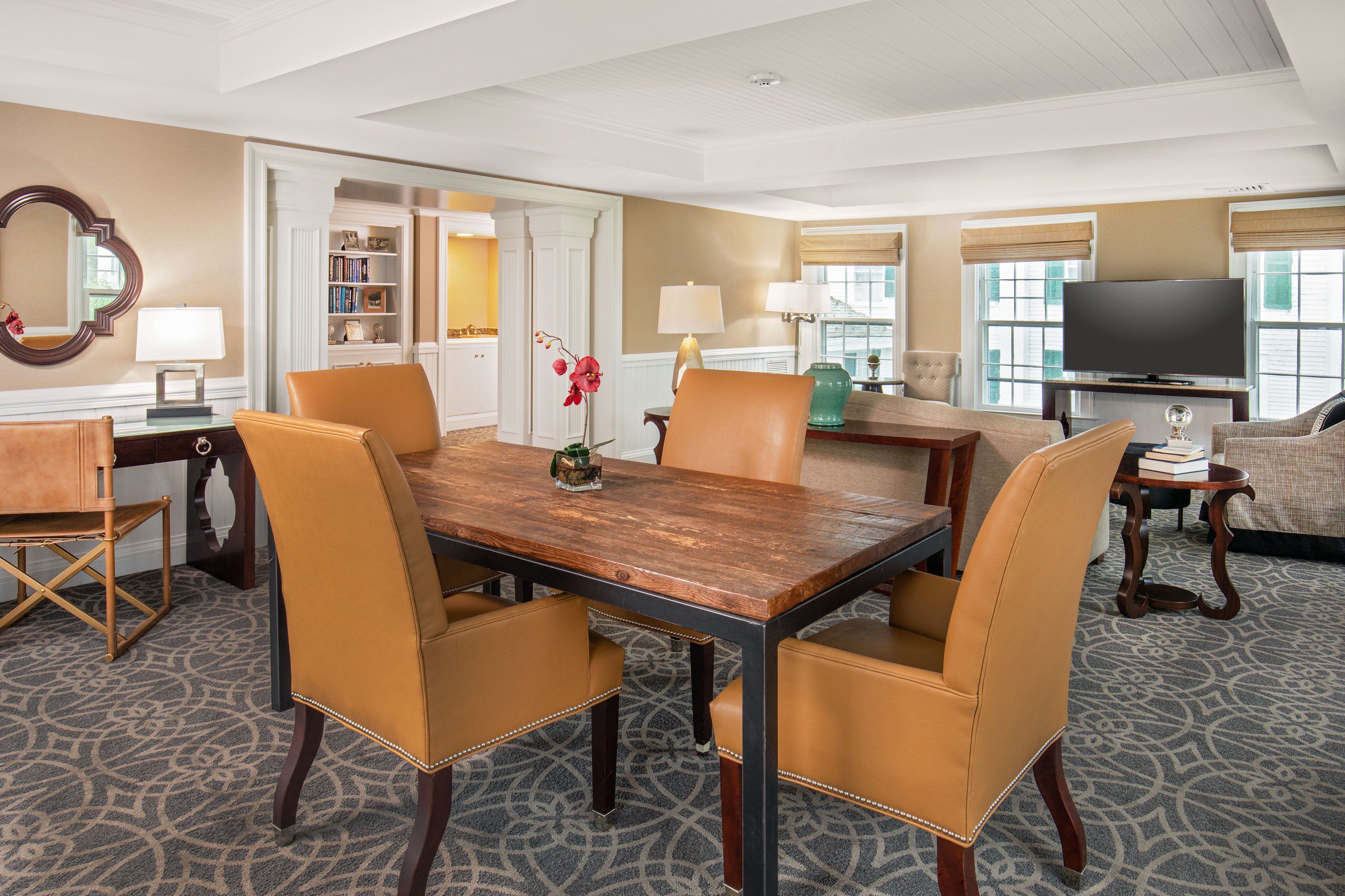 Green Mountain Suite Dining Area