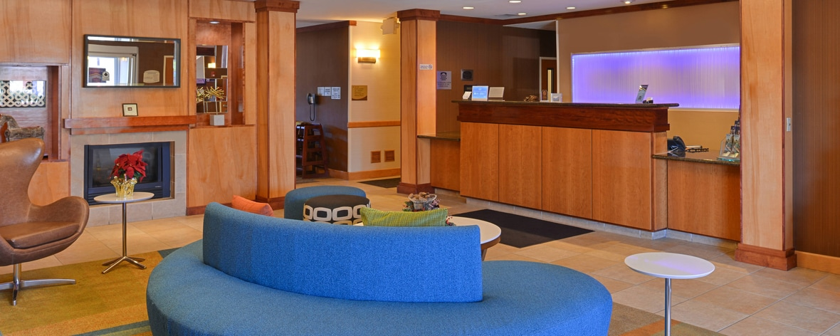 Elk Grove Hotel Front Desk Lobby Seating area