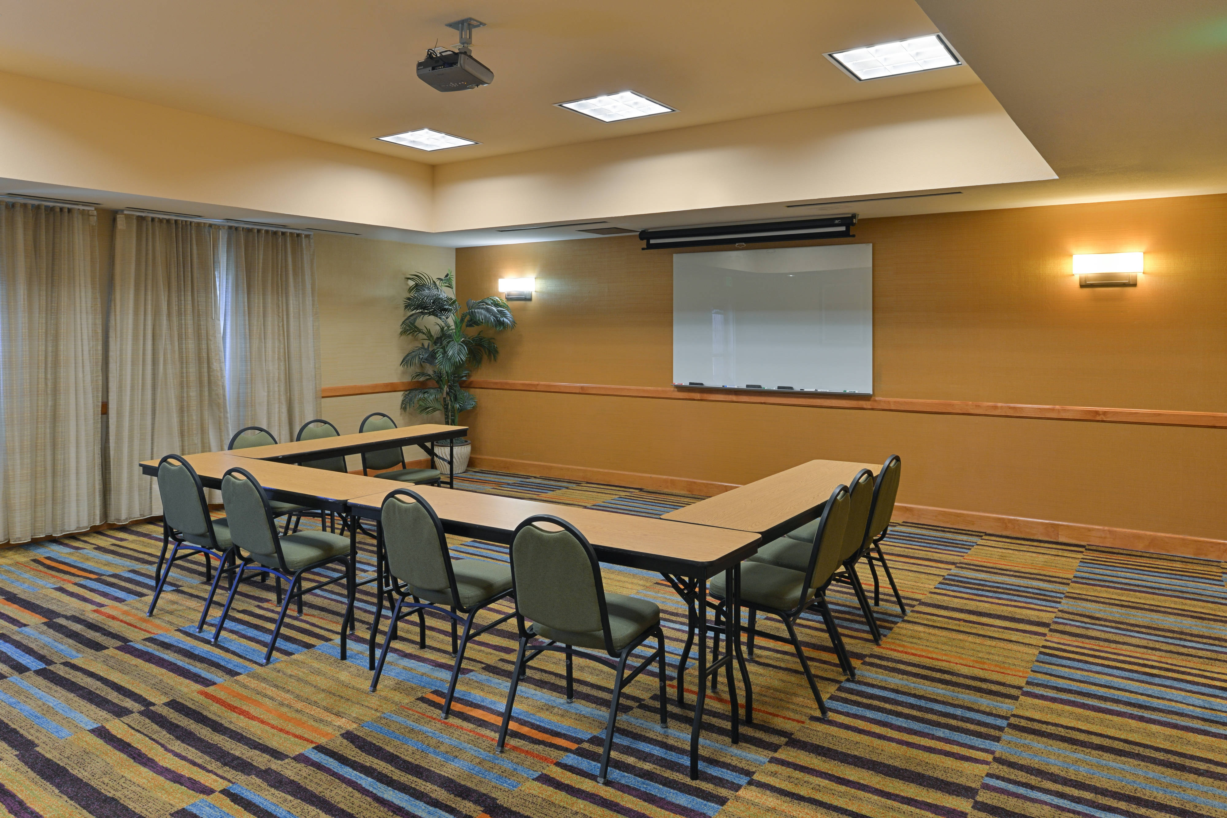 Elk Grove Hotel Meeting Room