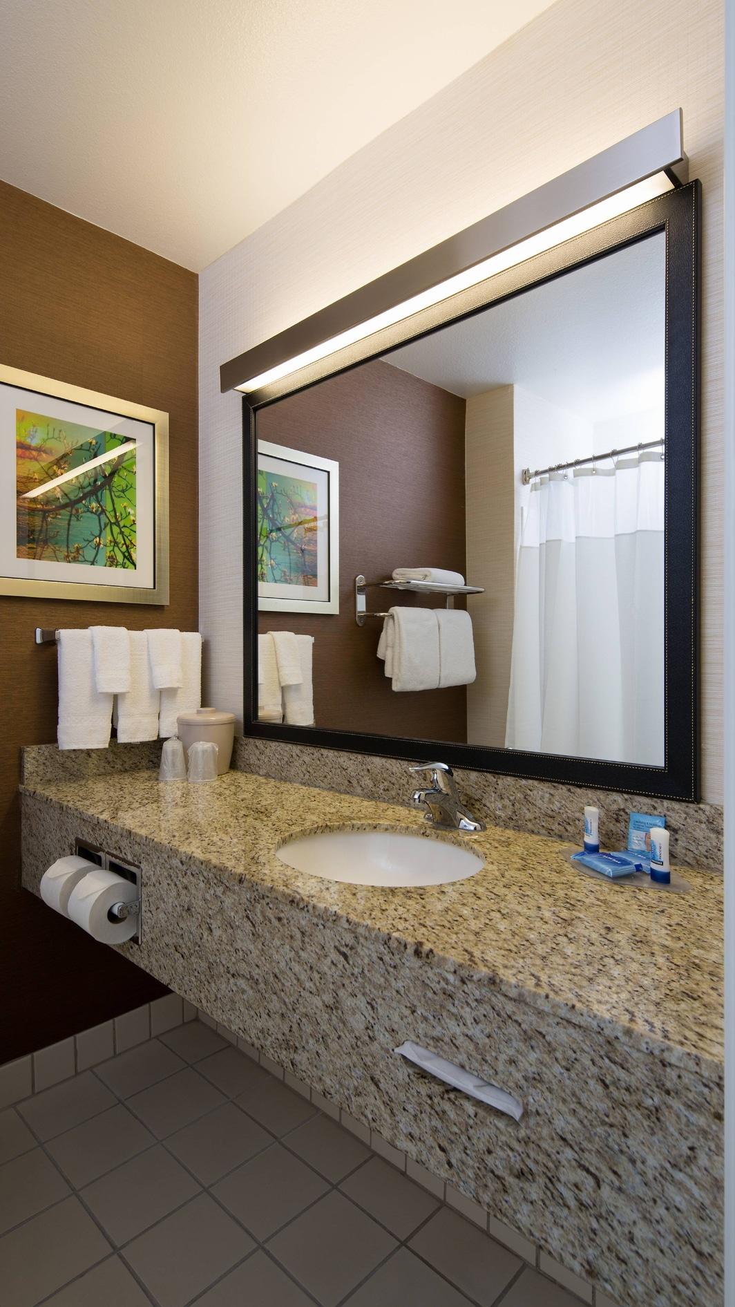 Baño del hotel en Rancho Cordova