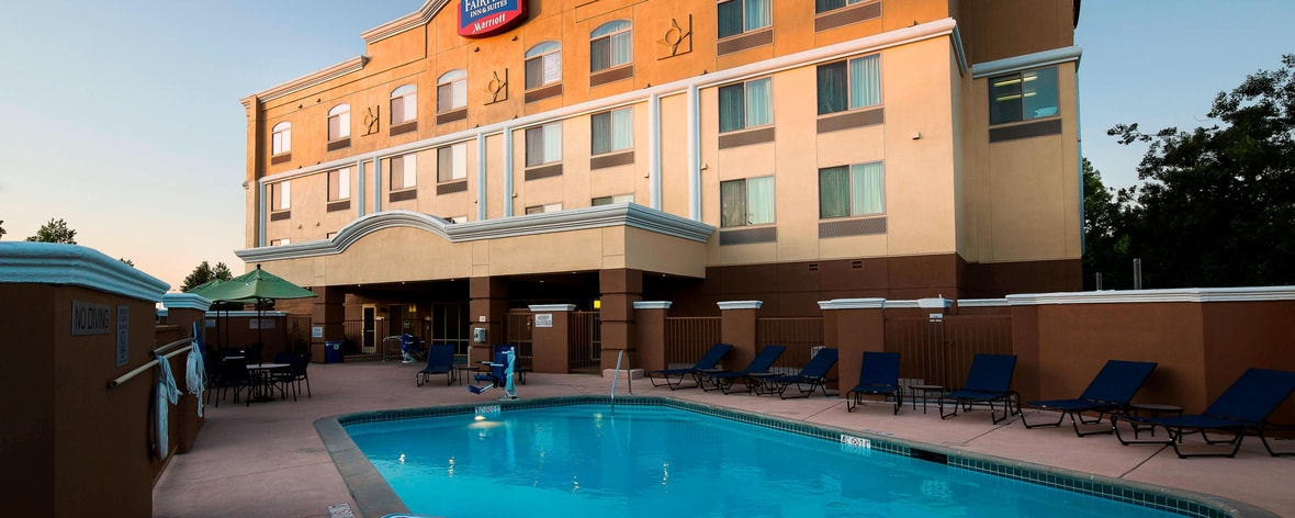 Rancho Cordova hotel outdoor pool