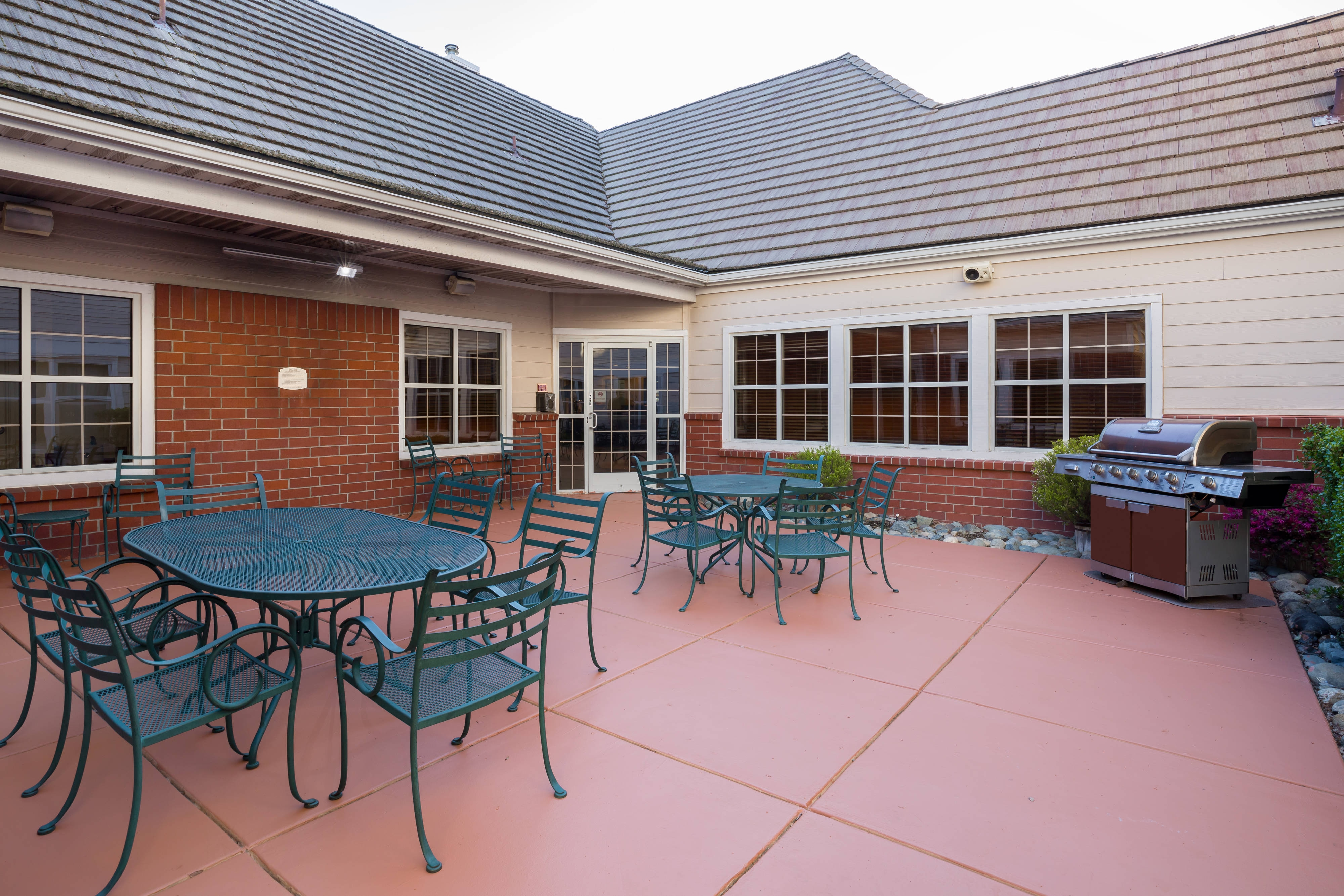 Roseville California Hotel Outdoor Patio
