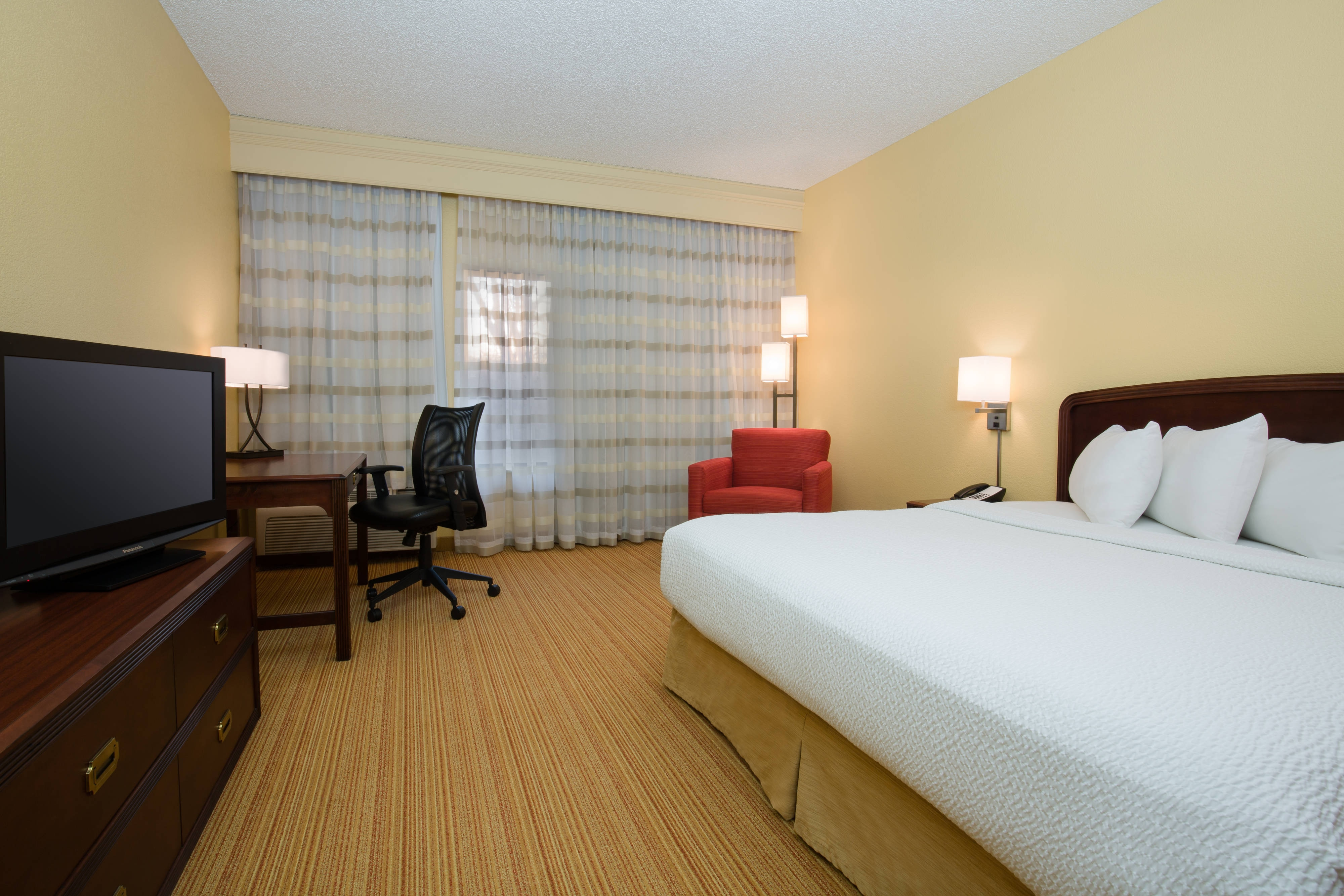Roseville California Hotel King Guestroom