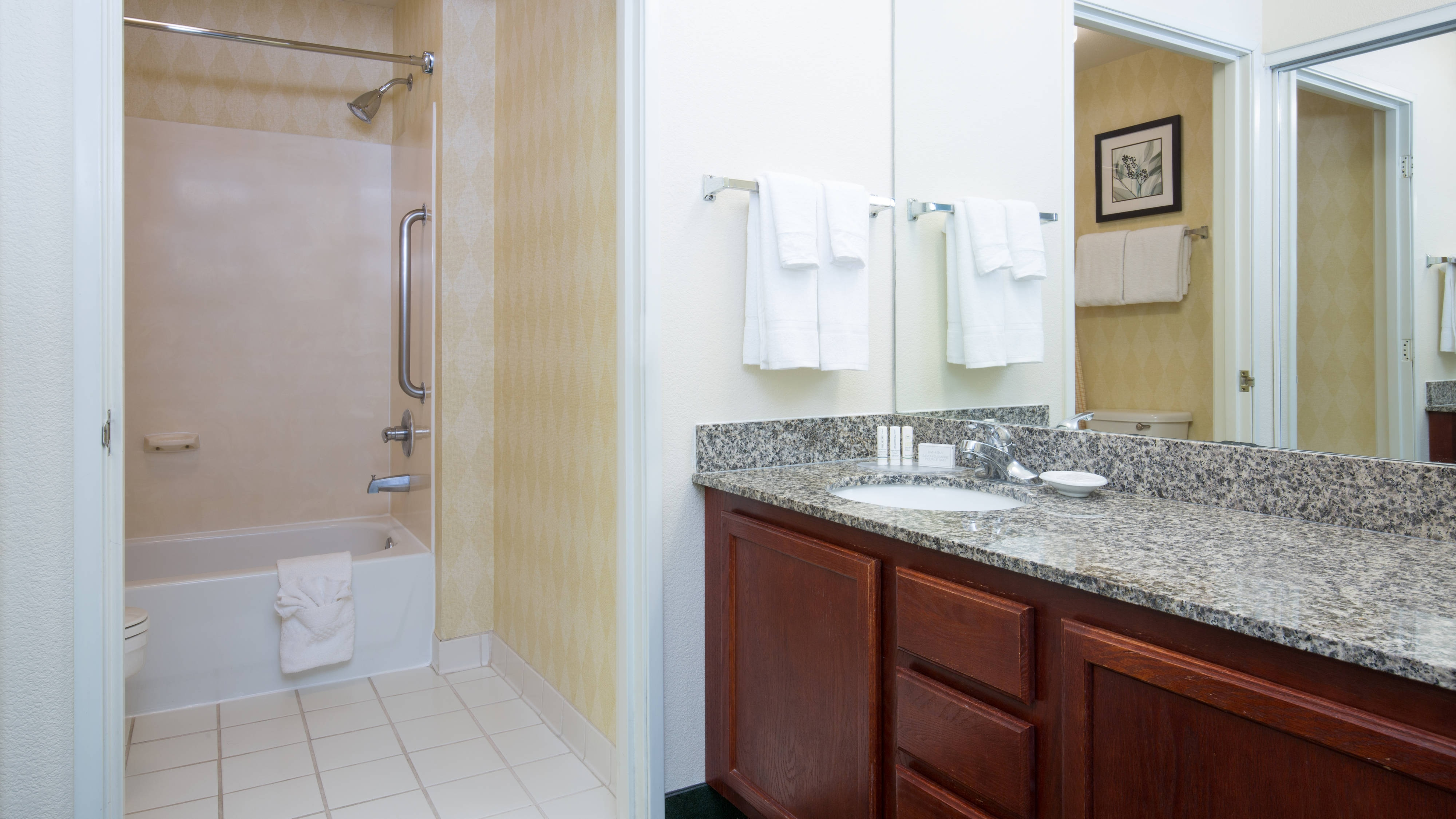 Vacaville California Hotel Suite Bathroom
