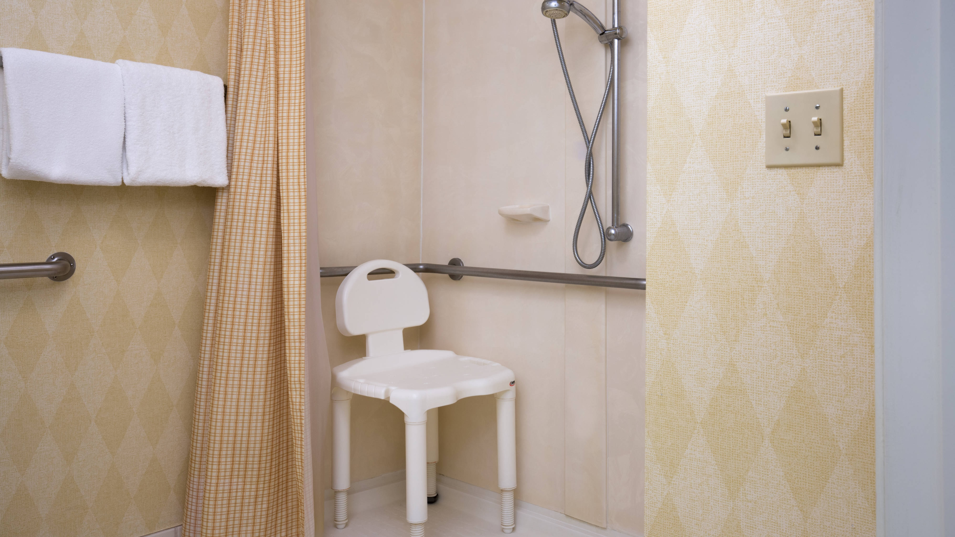 Vacaville California Hotel Accessible Shower