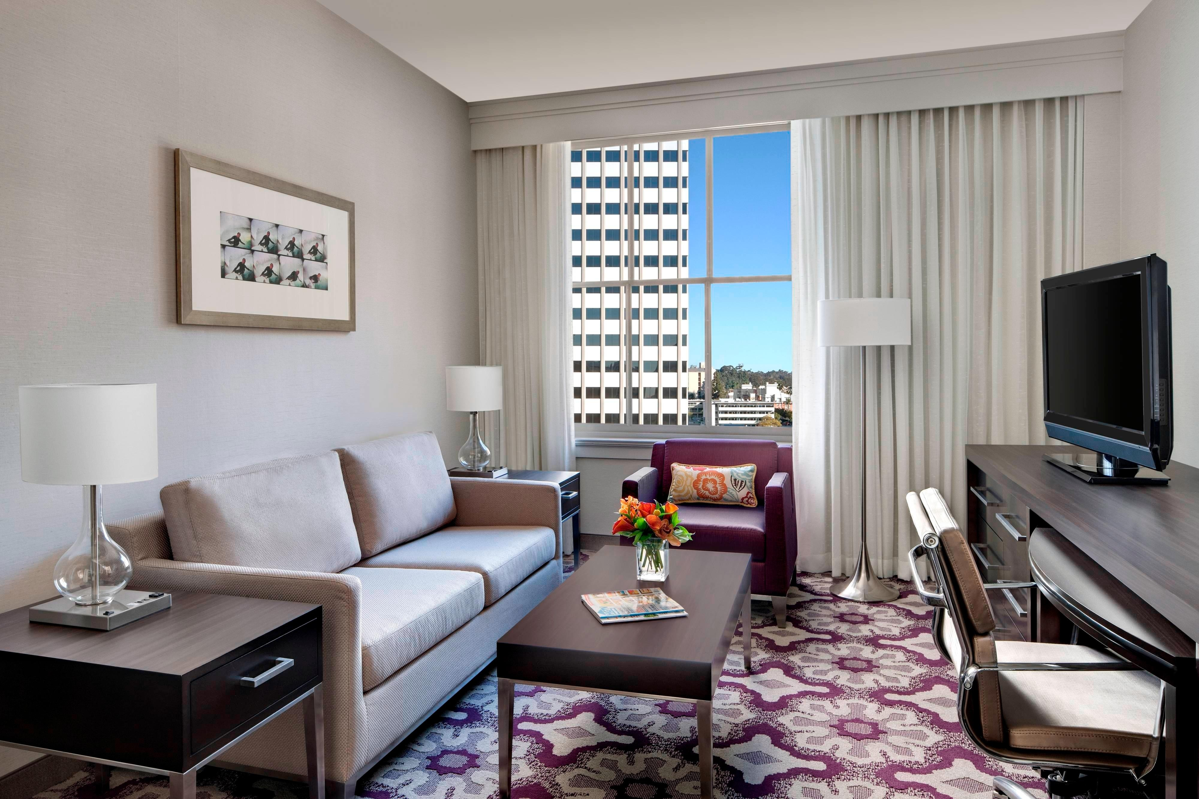 Downtown San Diego Hotel Rooms and Suites | Courtyard San ...