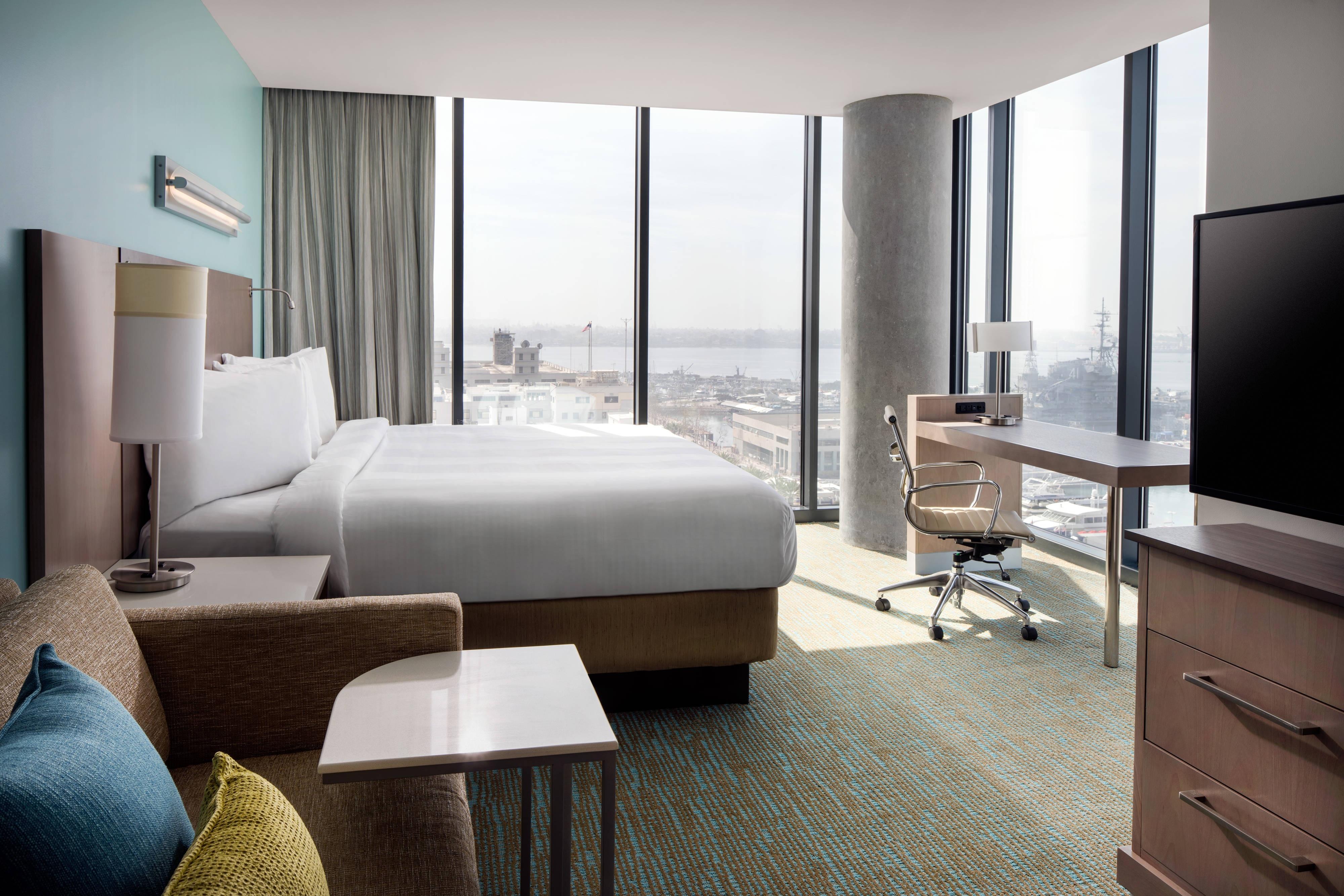 Suite King – Premium en esquina con vista a la bahía