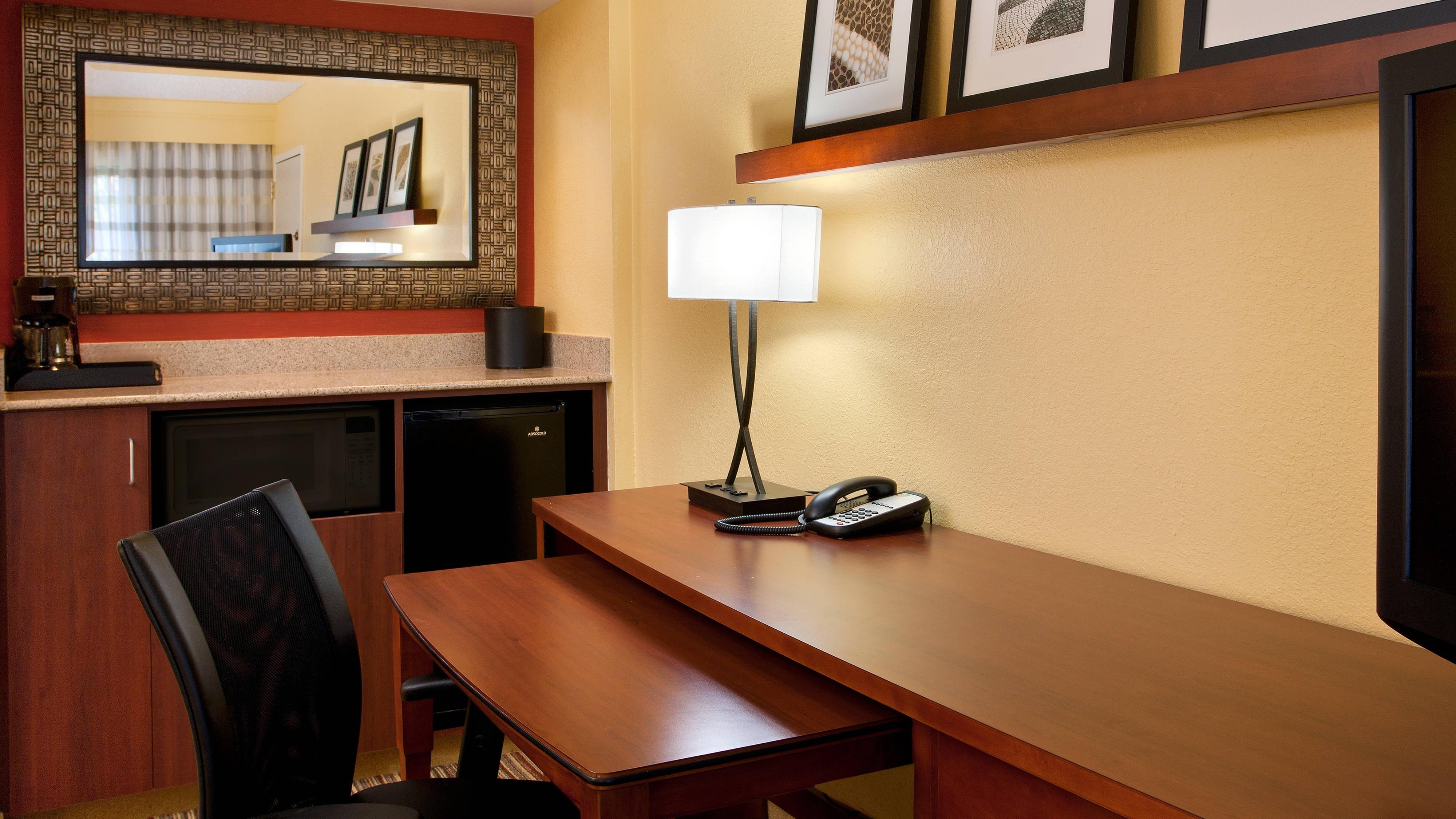 Kingsize Suite – Bar und Arbeitsbereich