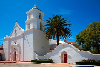 hotels near mission san luis