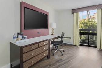 King Guest Room Desk Area