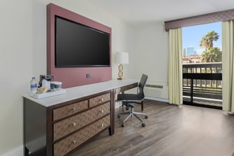 Queen/Queen Guest Room Desk Area