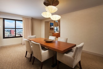 Executive Bi-Level Suite - Dining Room