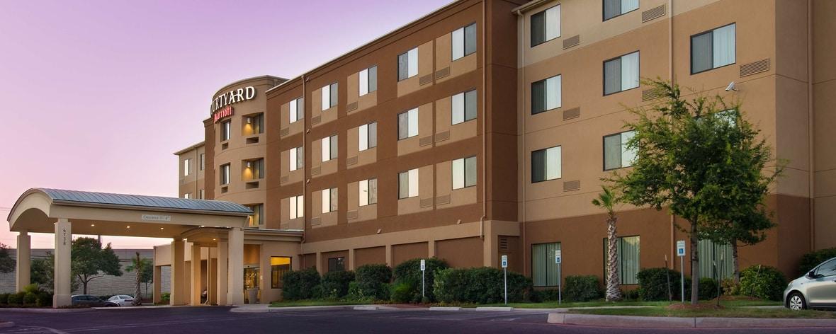 Esterno dell'hotel a Lackland