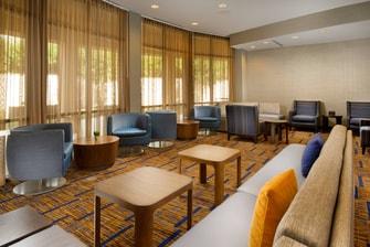 Sala de estar del hotel Courtyard en el SeaWorld
