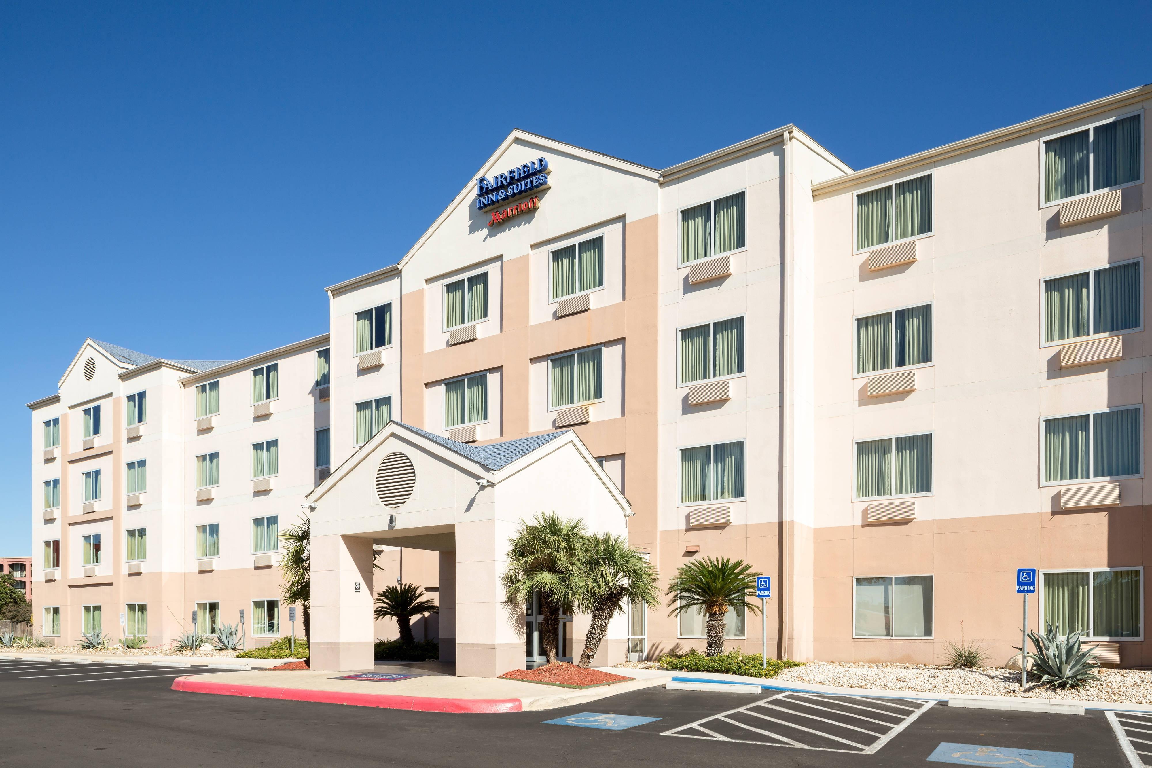 Entrada del hotel en el centro de San Antonio