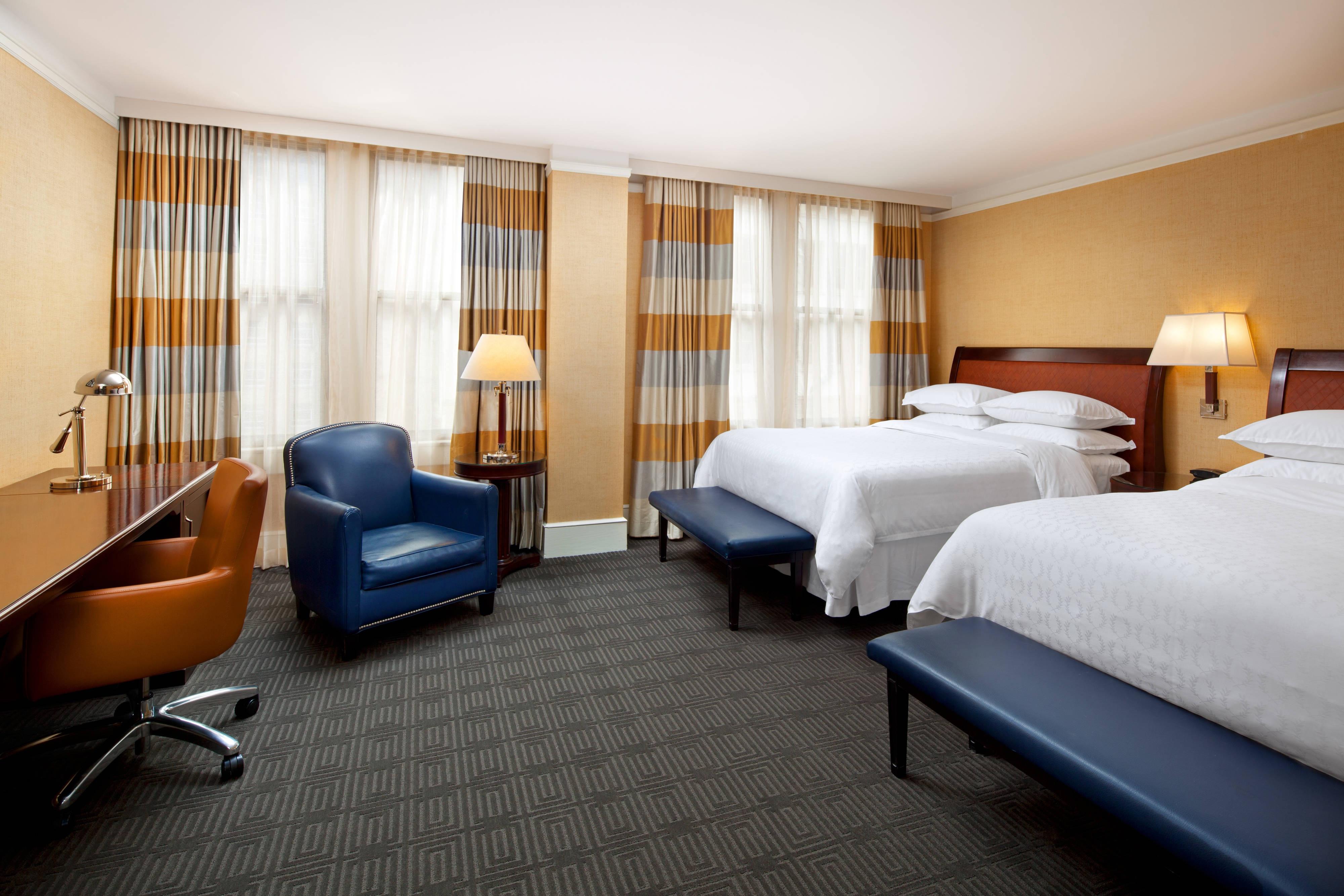 Habitación de lujo con dos camas dobles