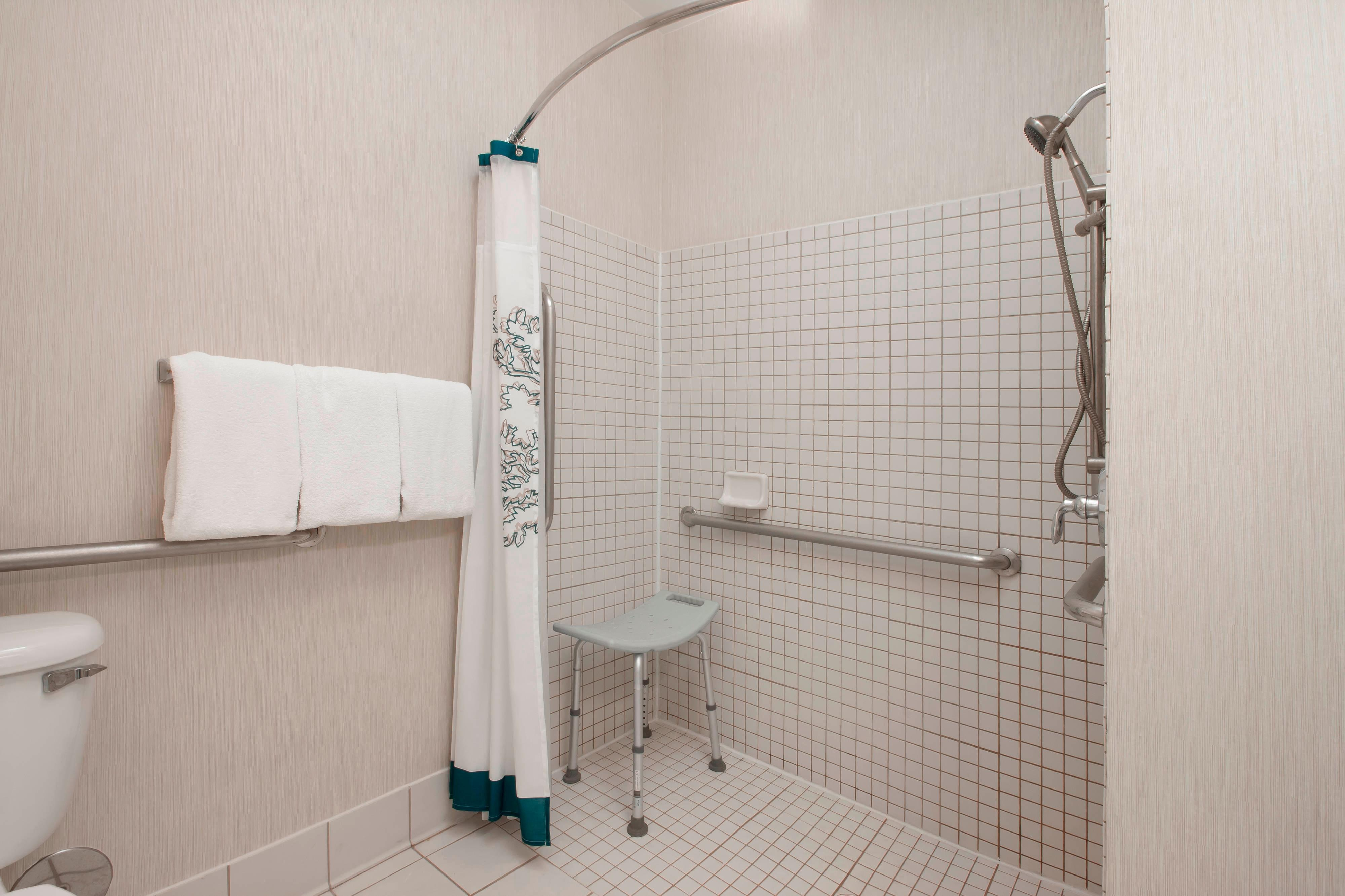 San Antonio Hotel Accessible Shower