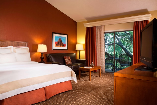 Marriott Plaza San Antonio Guestroom
