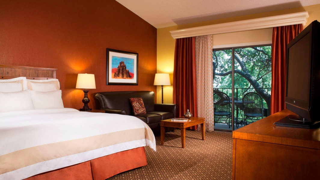 Marriott Plaza San Antonio Guestroom