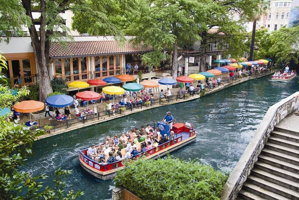 hotel cerca de san Antonio riverwalk