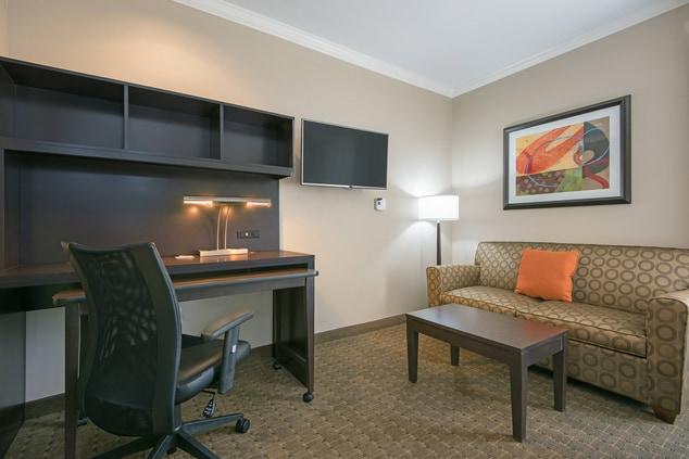 Suite Work Area in Seguin