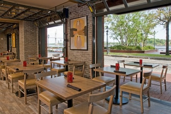 restaurants on savannah riverfront