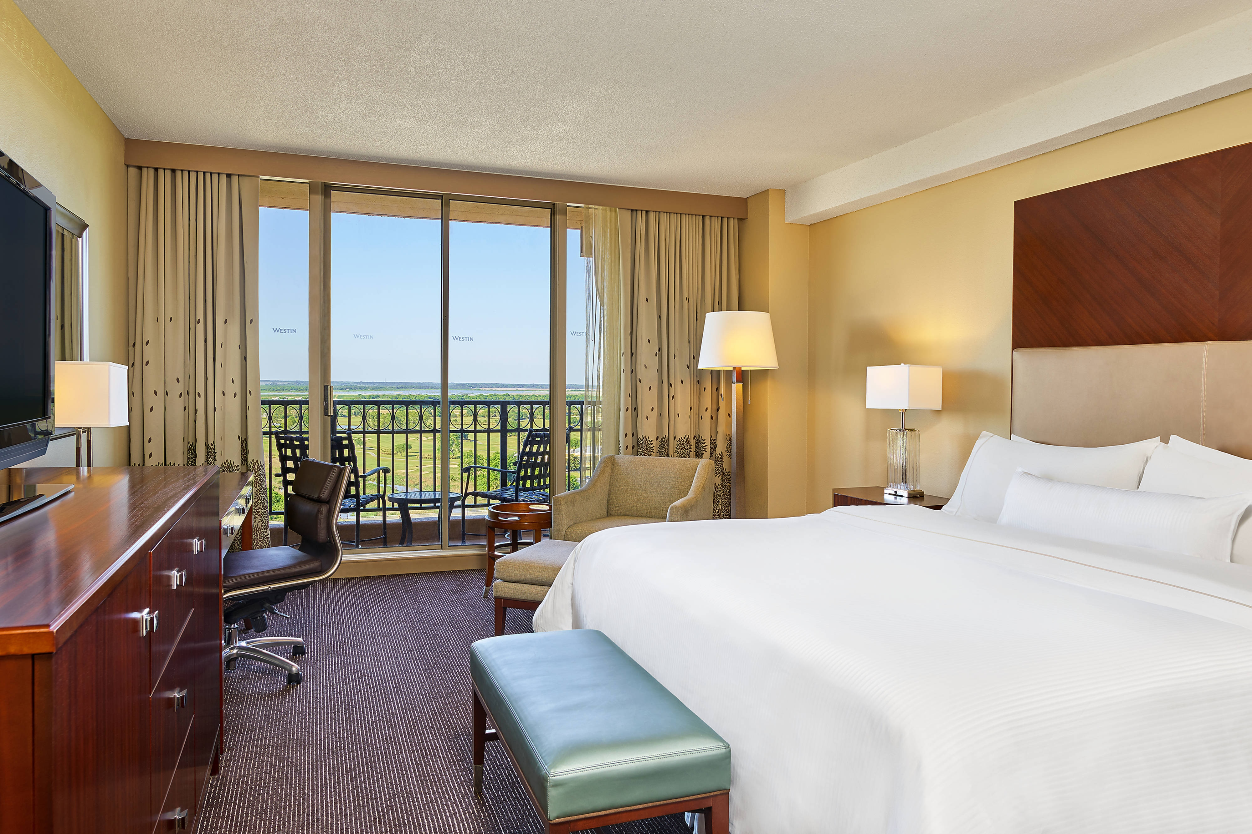 Golf View King Guest Room with balcony